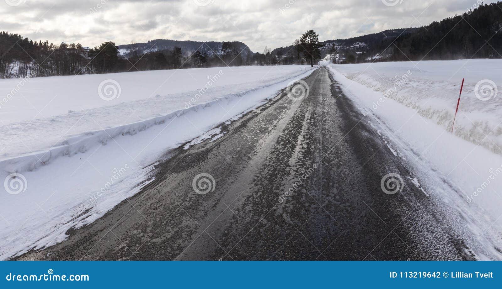 Vått och halt, en liten väg i Norge i vinter