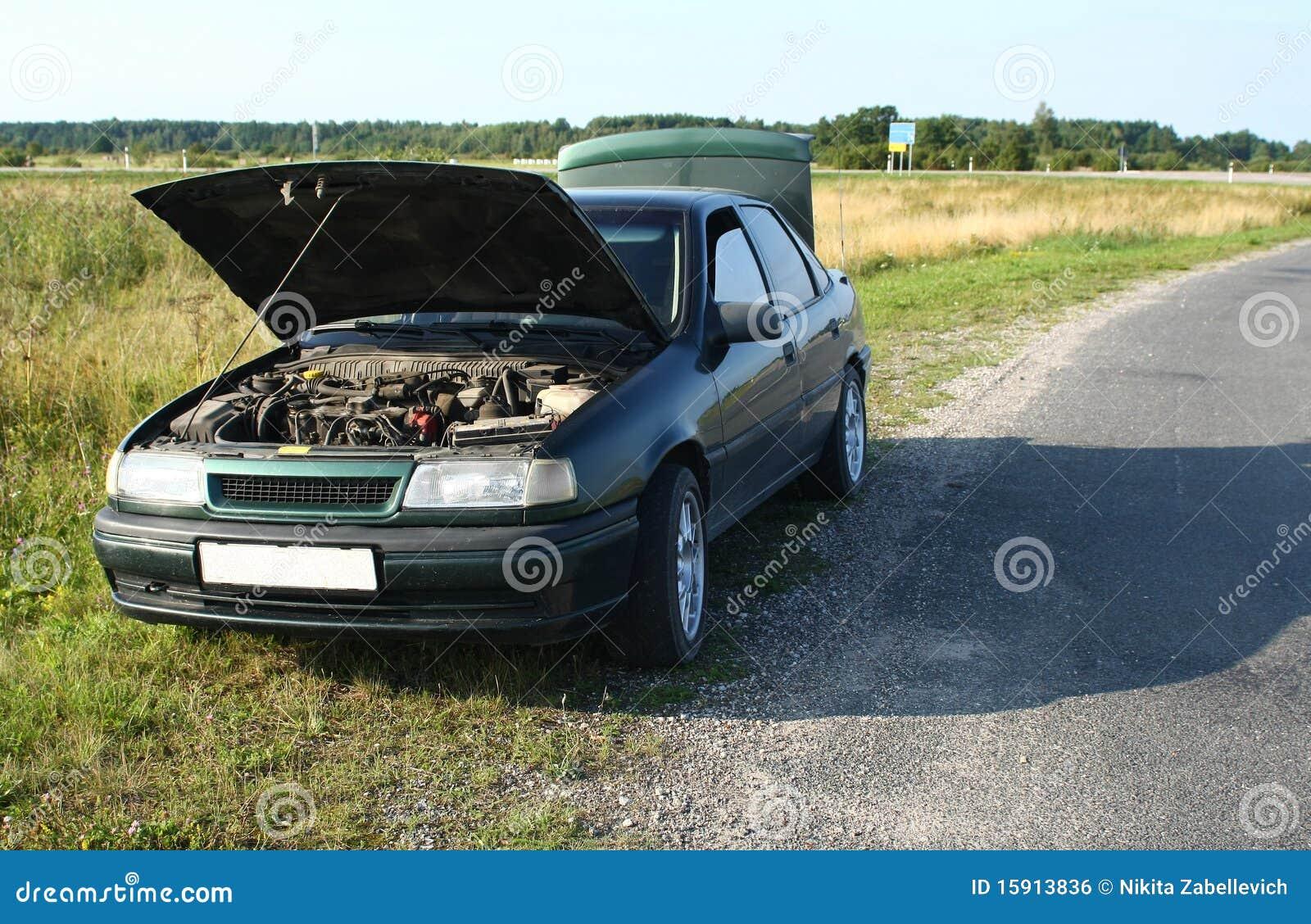 Véhicule cassé sur la route