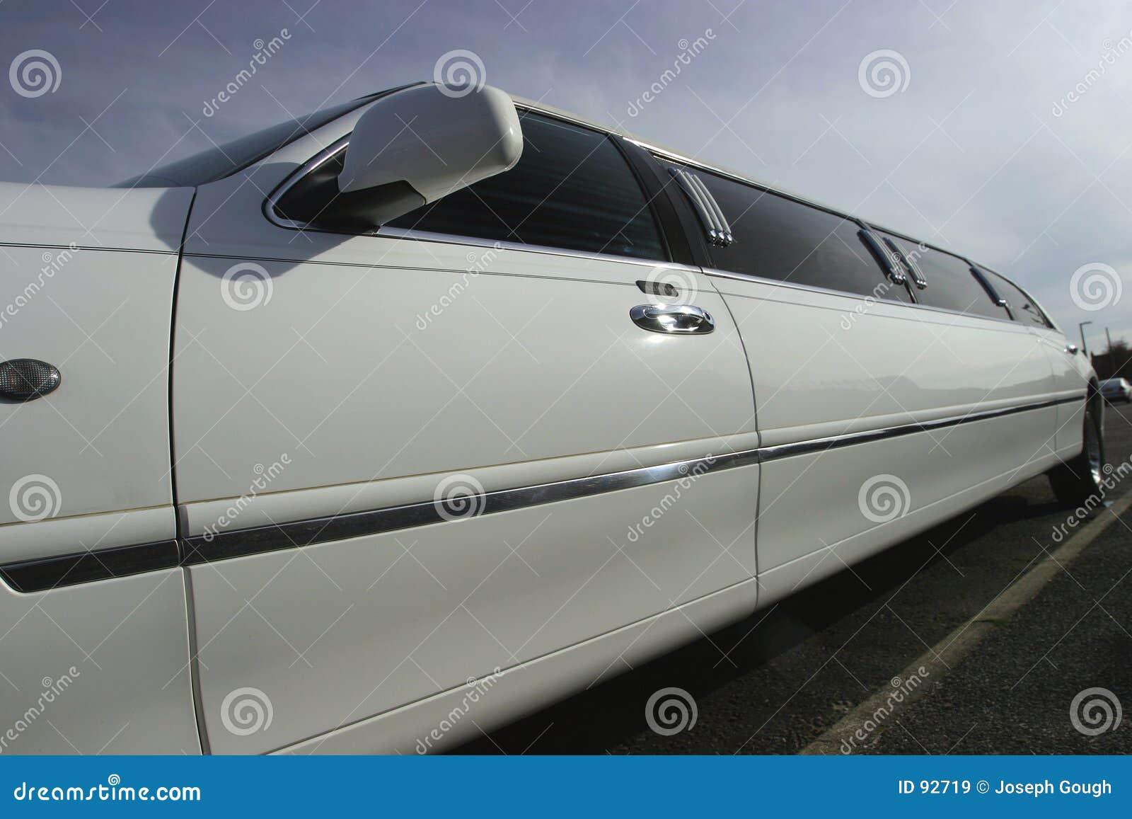 Véhicule de mariage de limousine de bout droit