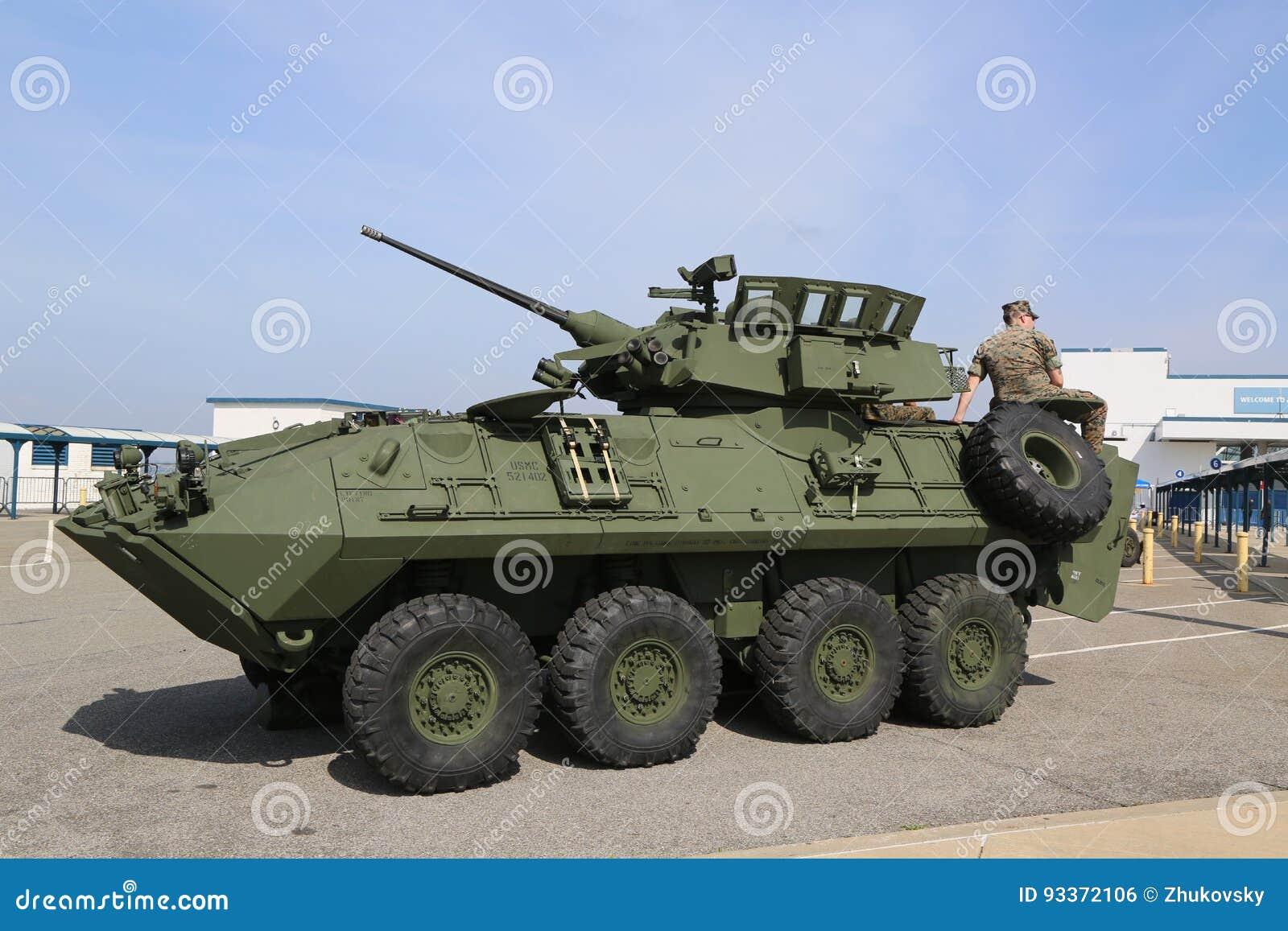 Véhicule de reconnaissance blindé léger LAV-25