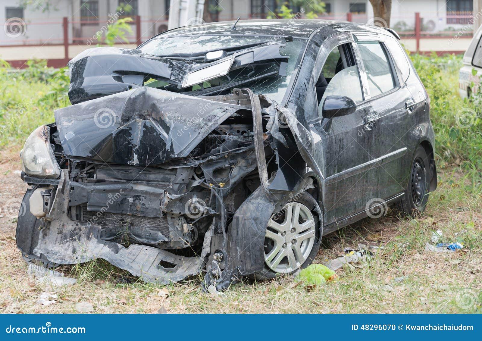 v hicule endommag apr s accident de voiture photo stock image du collision cass 48296070. Black Bedroom Furniture Sets. Home Design Ideas