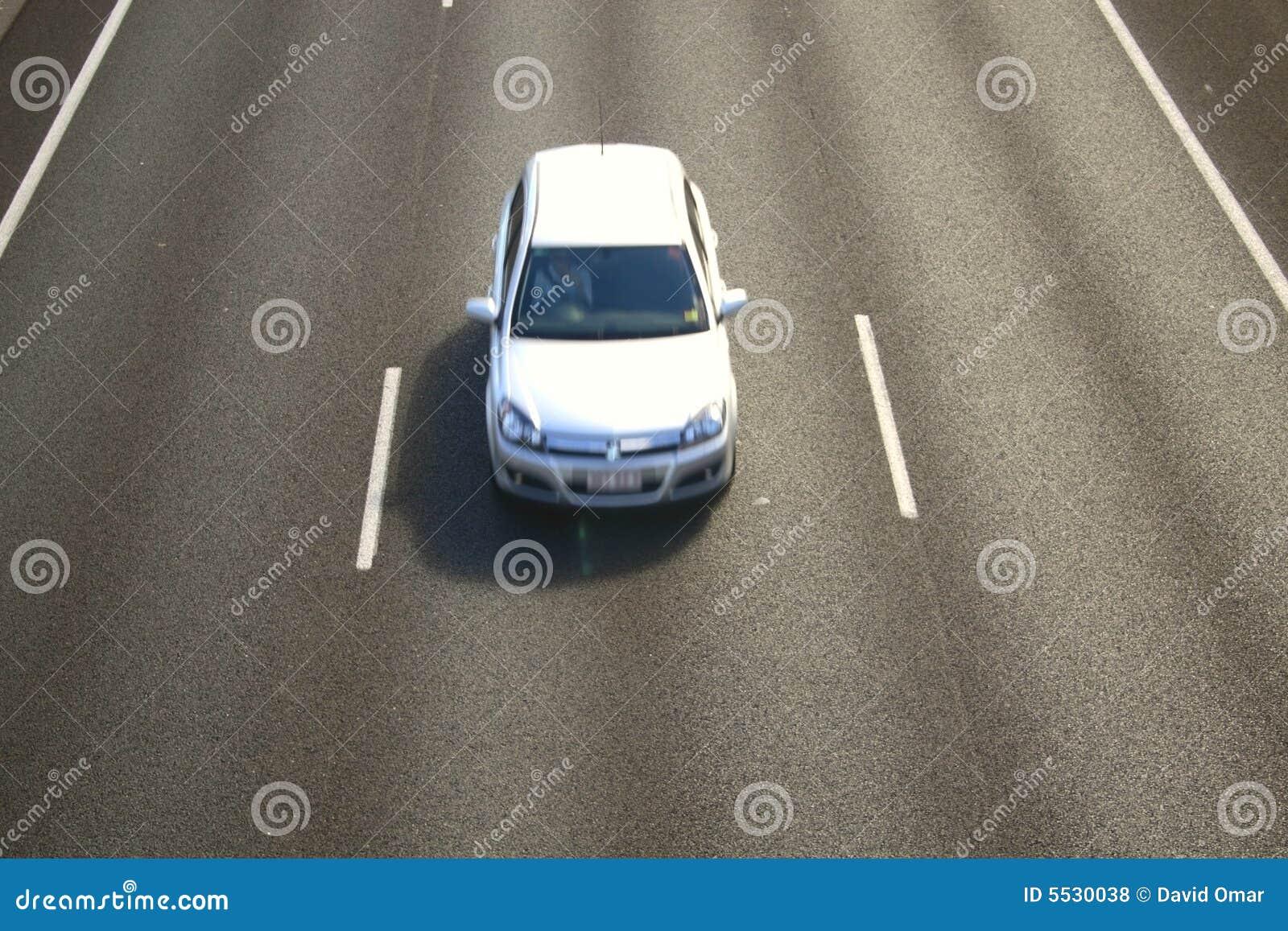 Véhicule sur l autoroute