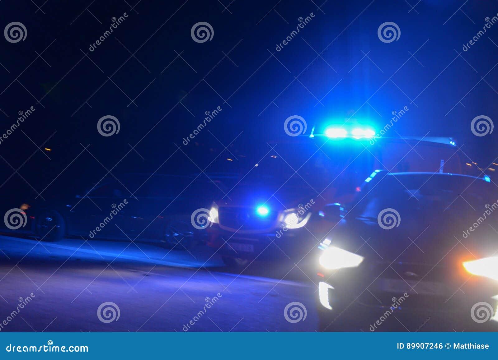 Véhicules de secours sur la route