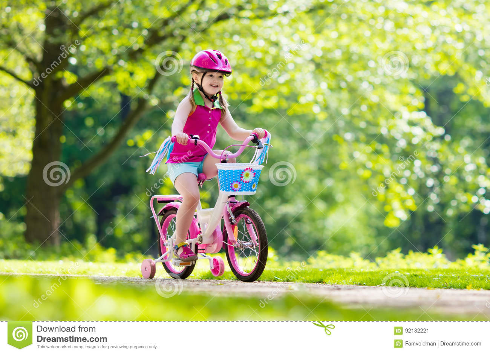 Vélo d équitation d enfant Enfant sur la bicyclette