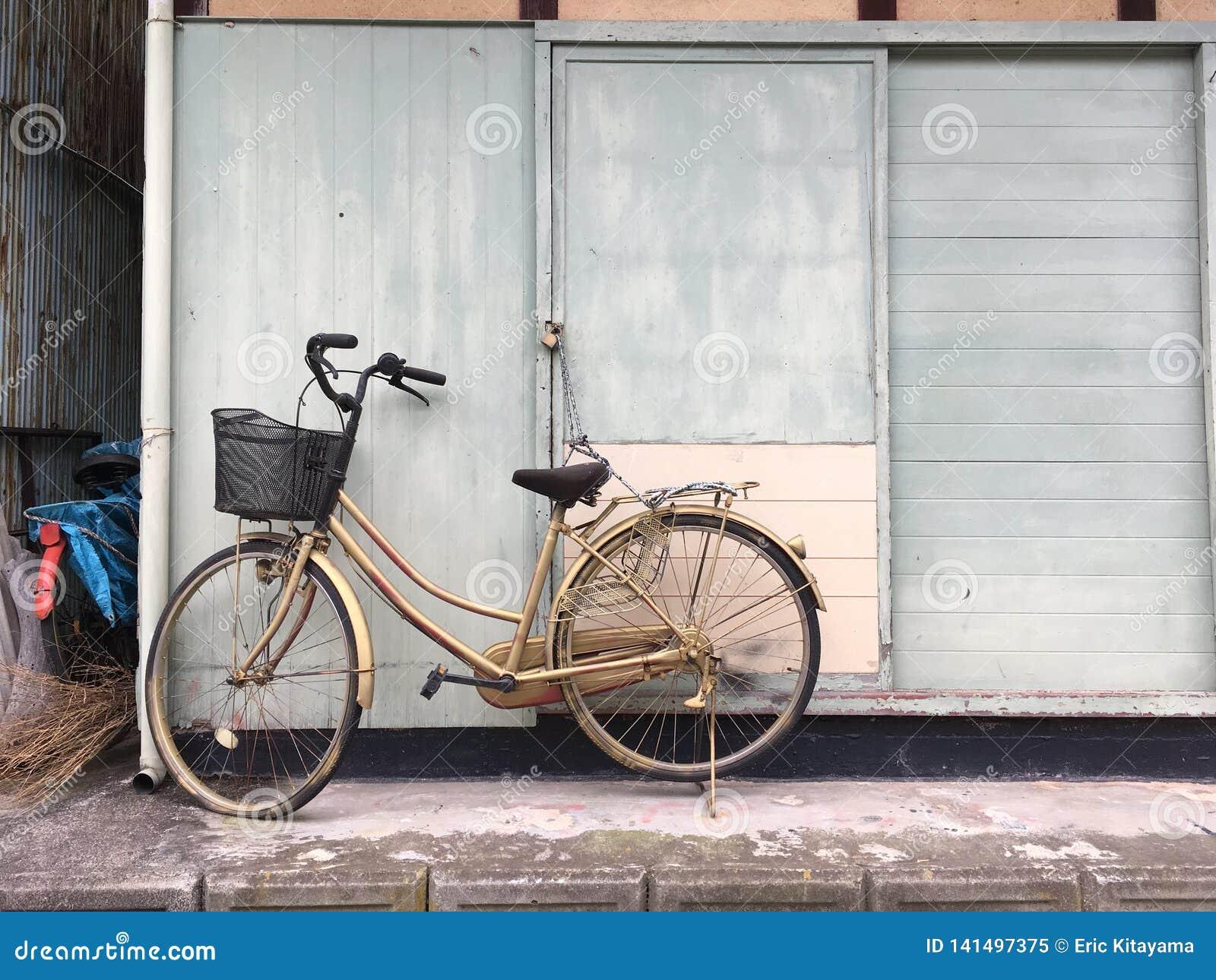 Vélo enchaîné en île de Toyohama