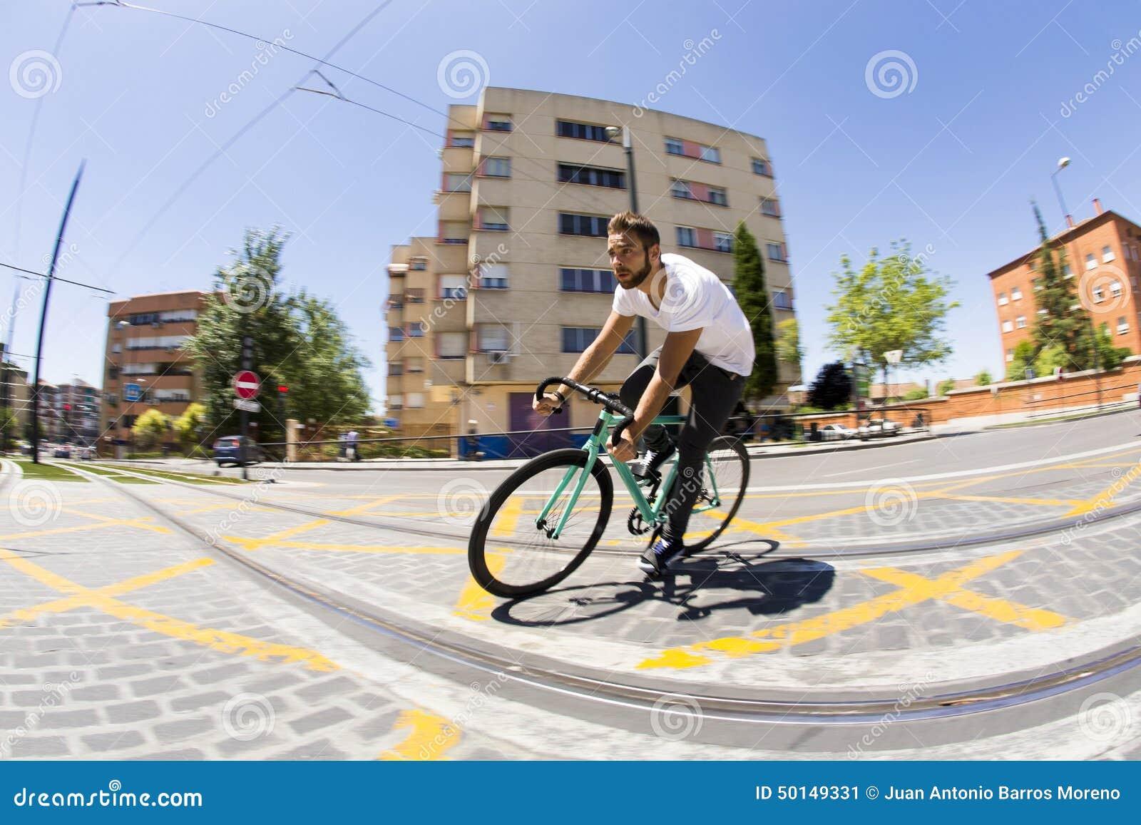 Vélo fixe de monte de sport de vitesse d homme de cycliste