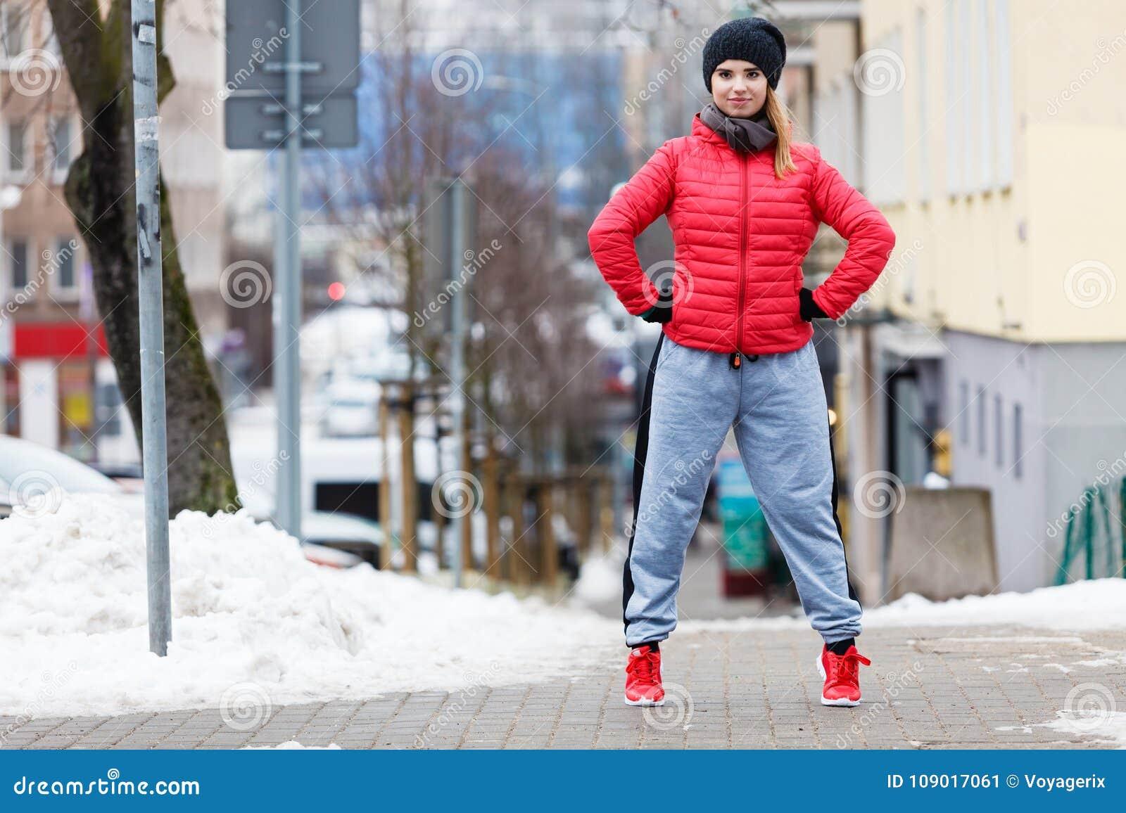 Vêtements De Sport De Port De Femme S'exerçant Pendant L