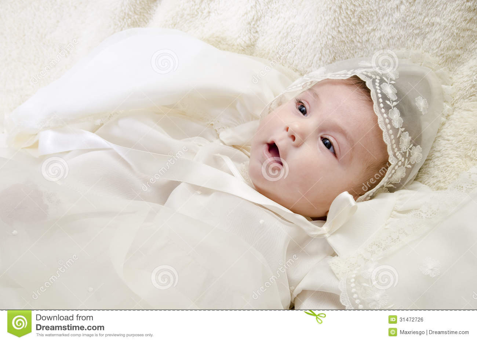Vêtements et bébé cérémonieux