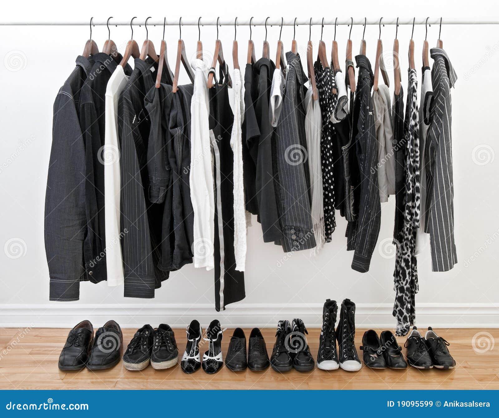 Vêtements noirs et blancs pour l homme et le femme