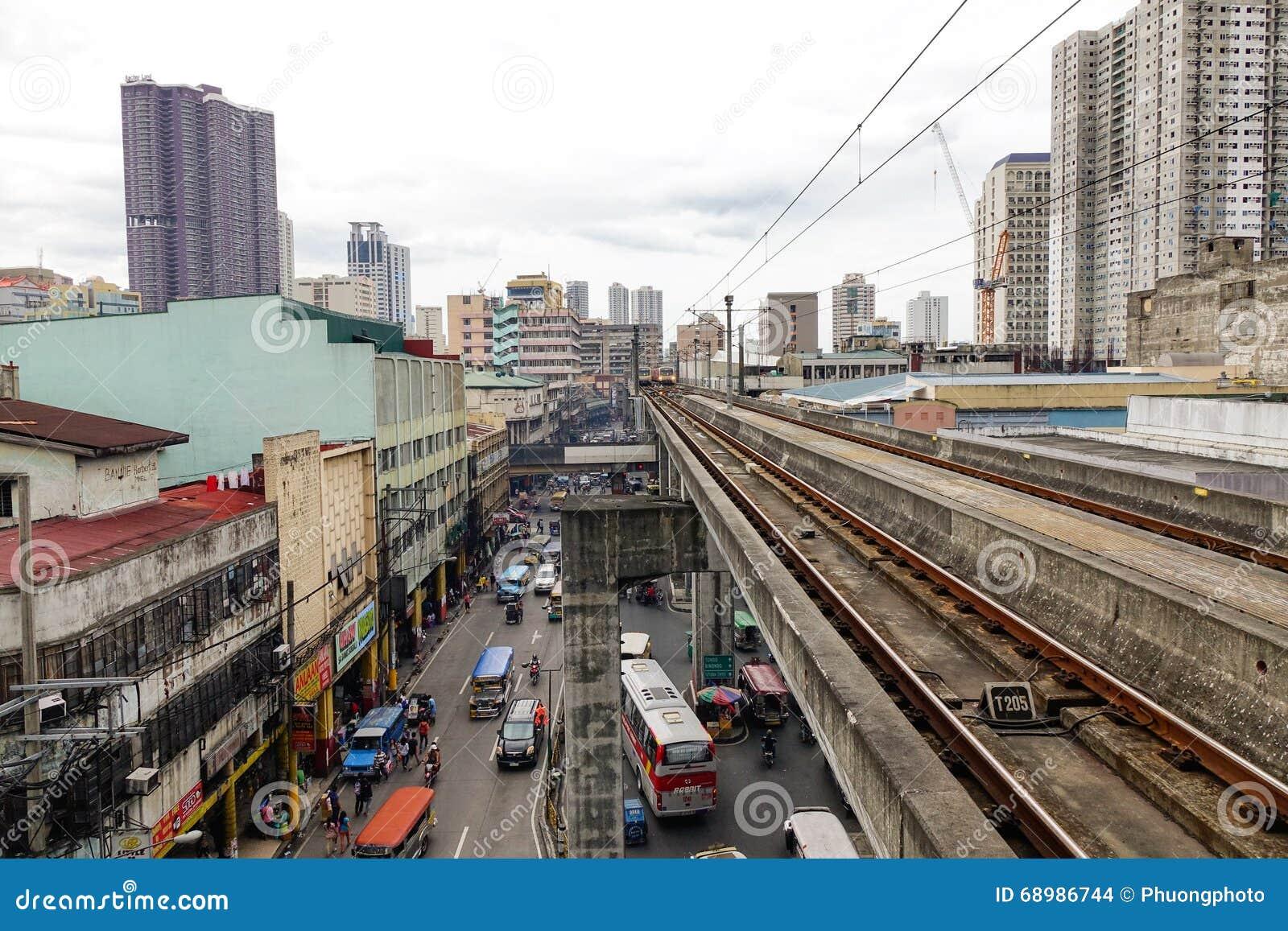 Vía con la calle en Manila, Filipinas