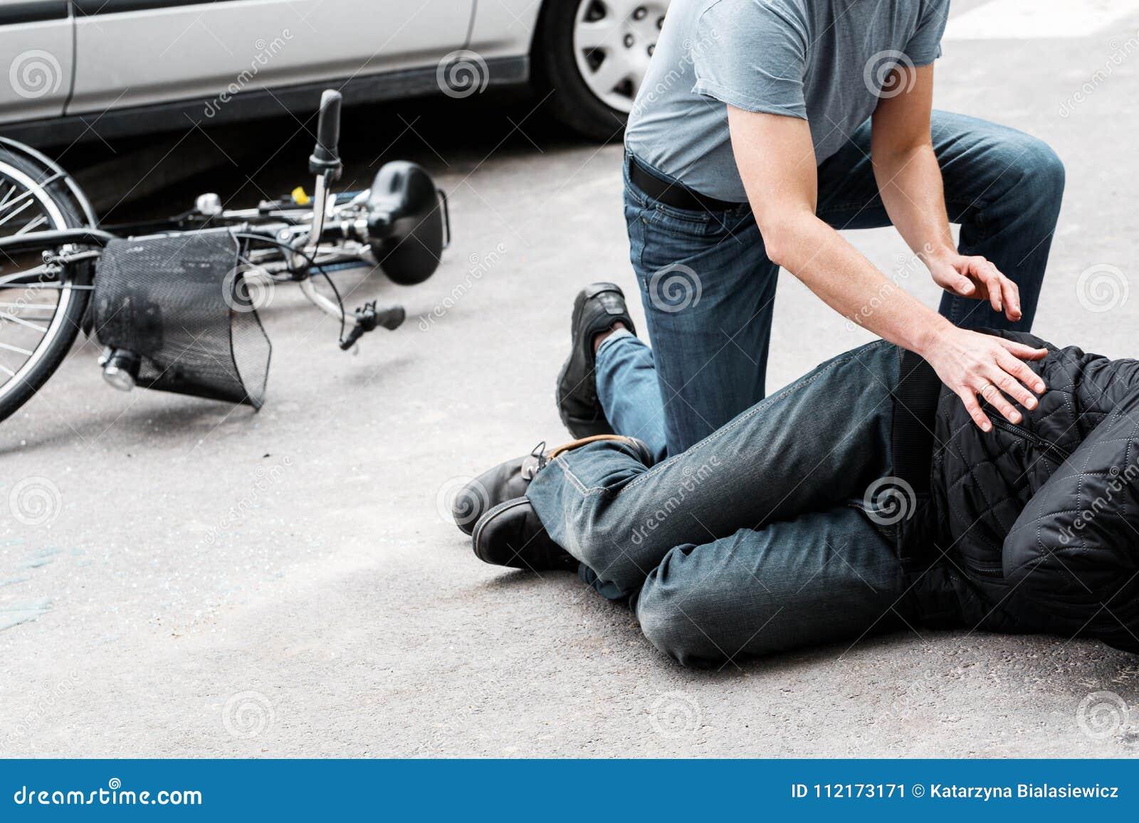 Víctima de ayuda peatonal del accidente