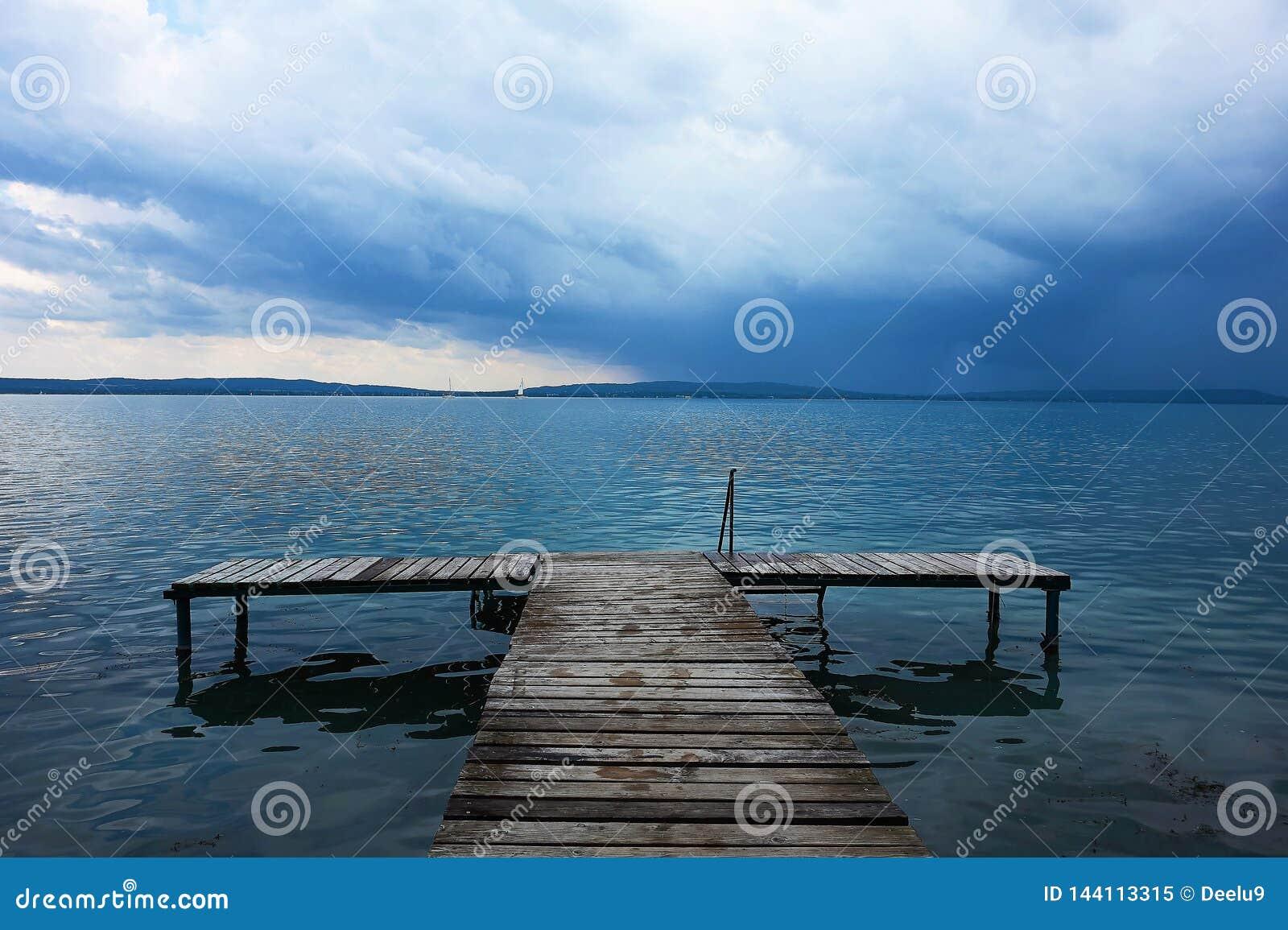 Vóór een onweer op Meer Balthon, Hongarije