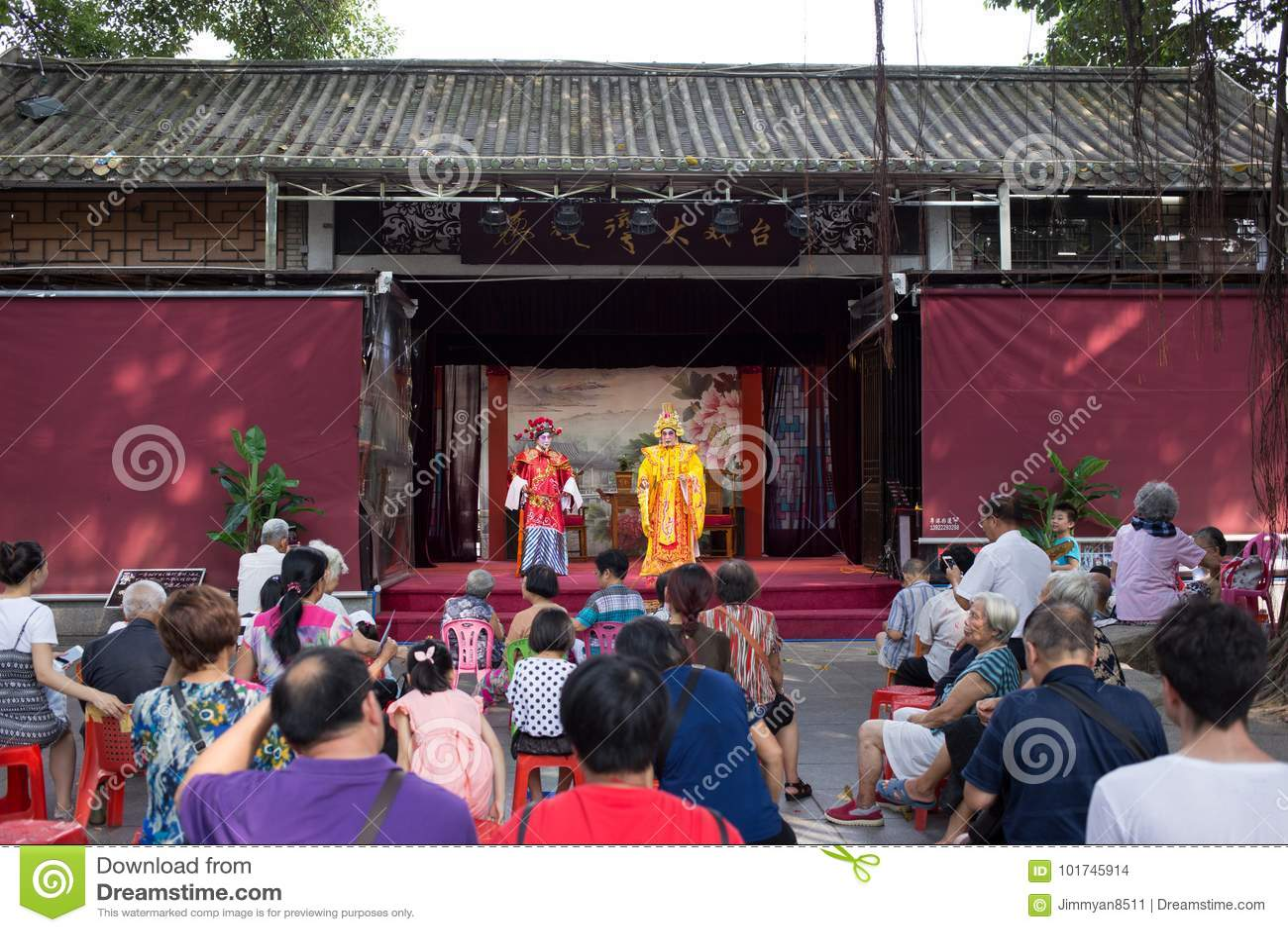 Völker, die Cantoneseoper aufpassen