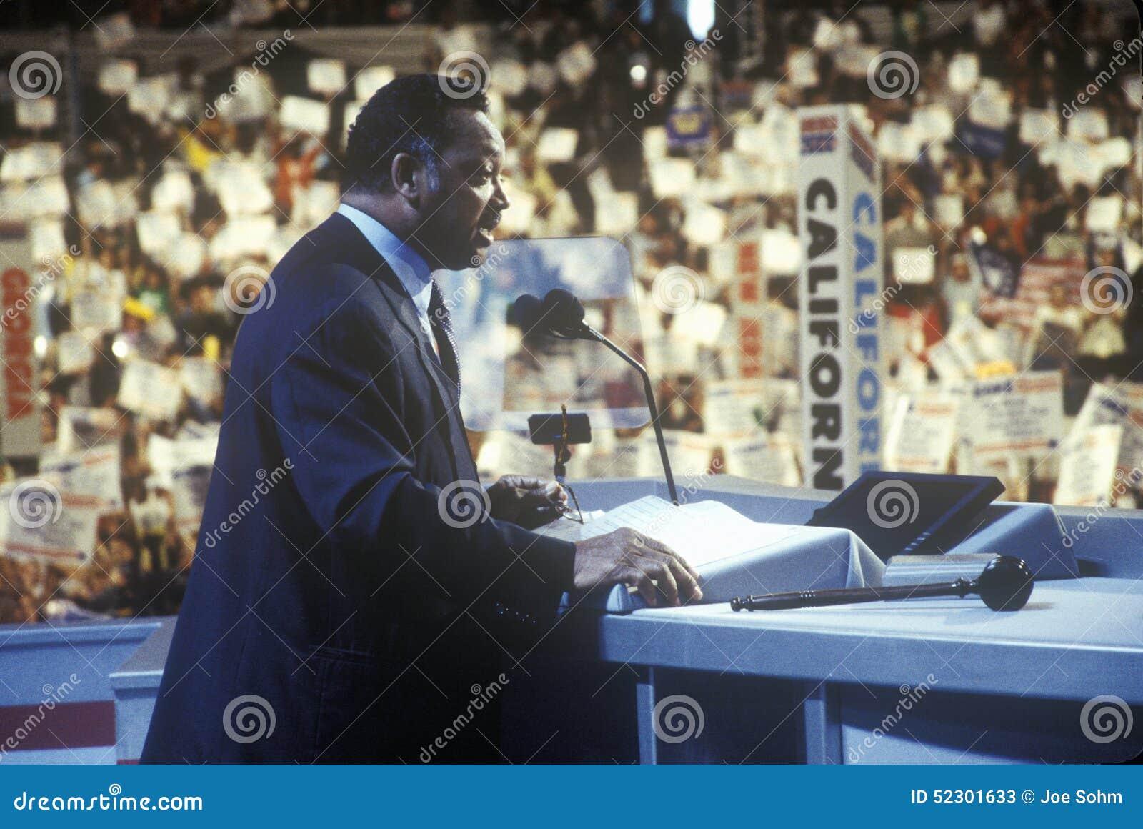 Vördnadsvärda Jesse Jackson adresser tränger ihop på den 2000 demokratiska regeln på Staples Center, Los Angeles, CA