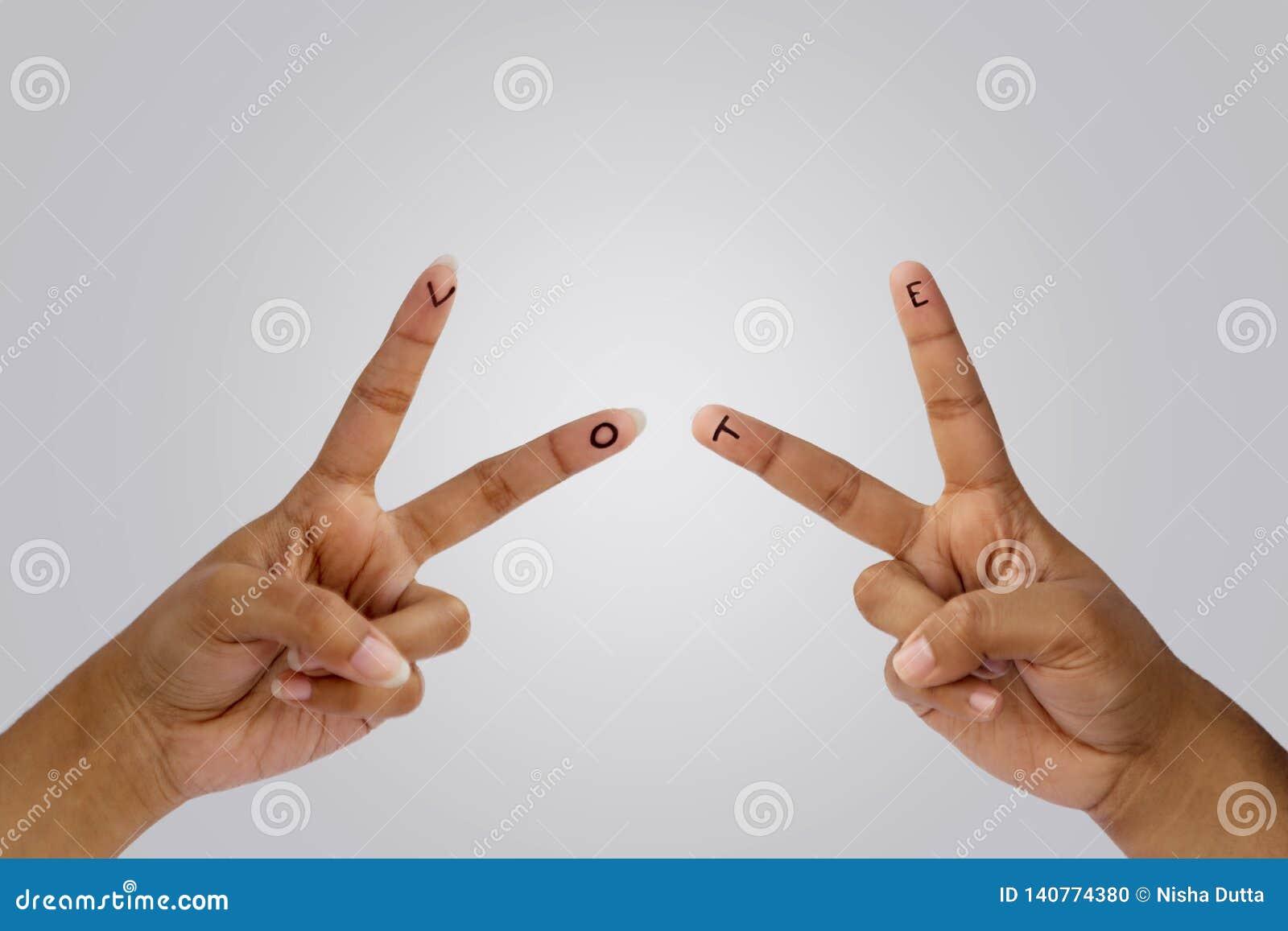 V для голосования написанного на подсказках пальца