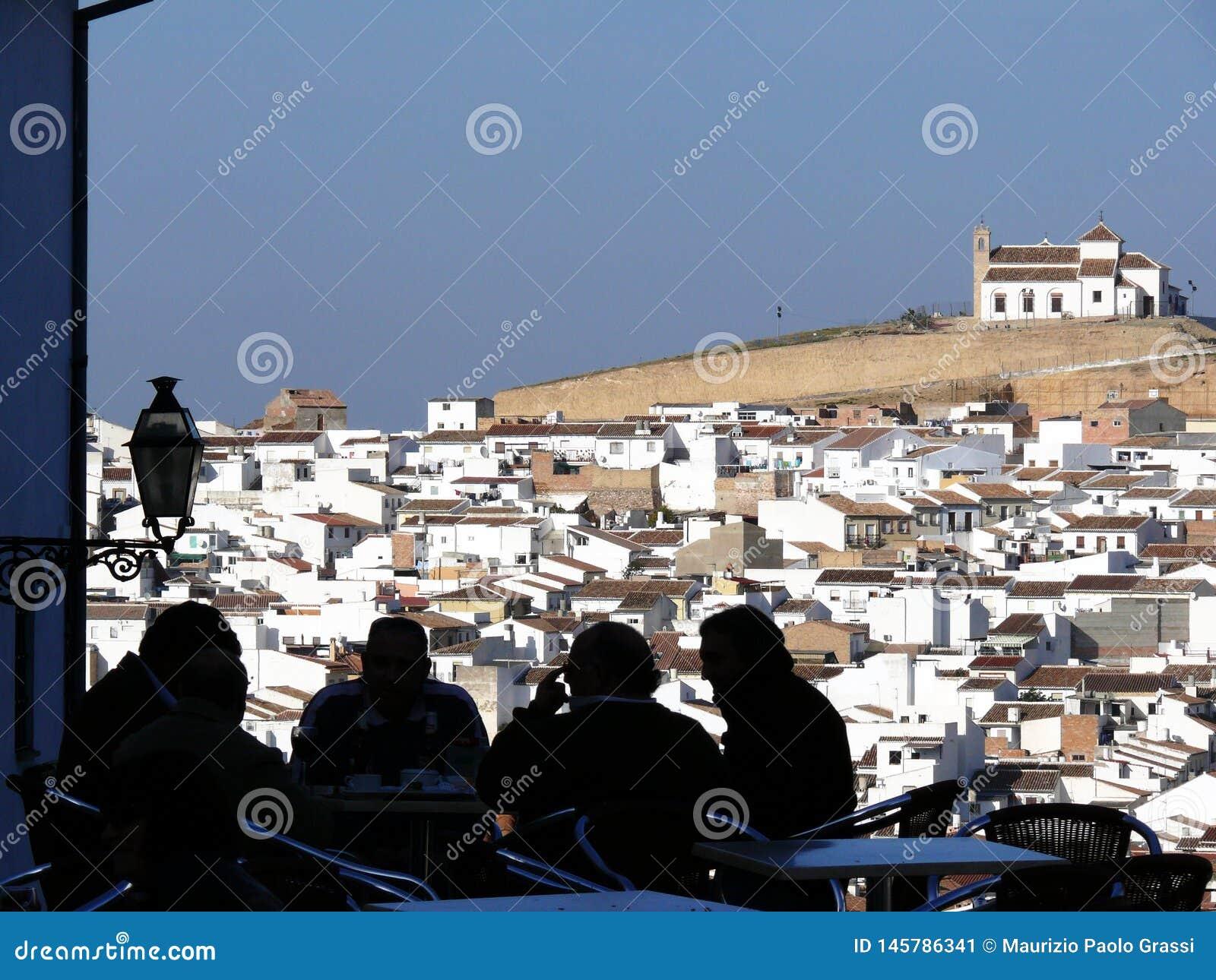 V?nner f?r archeological bakgrundsstad bild f?r kull f?r andalusia antequera visar viktiga mer n?ra en panorama- rocklokal spain
