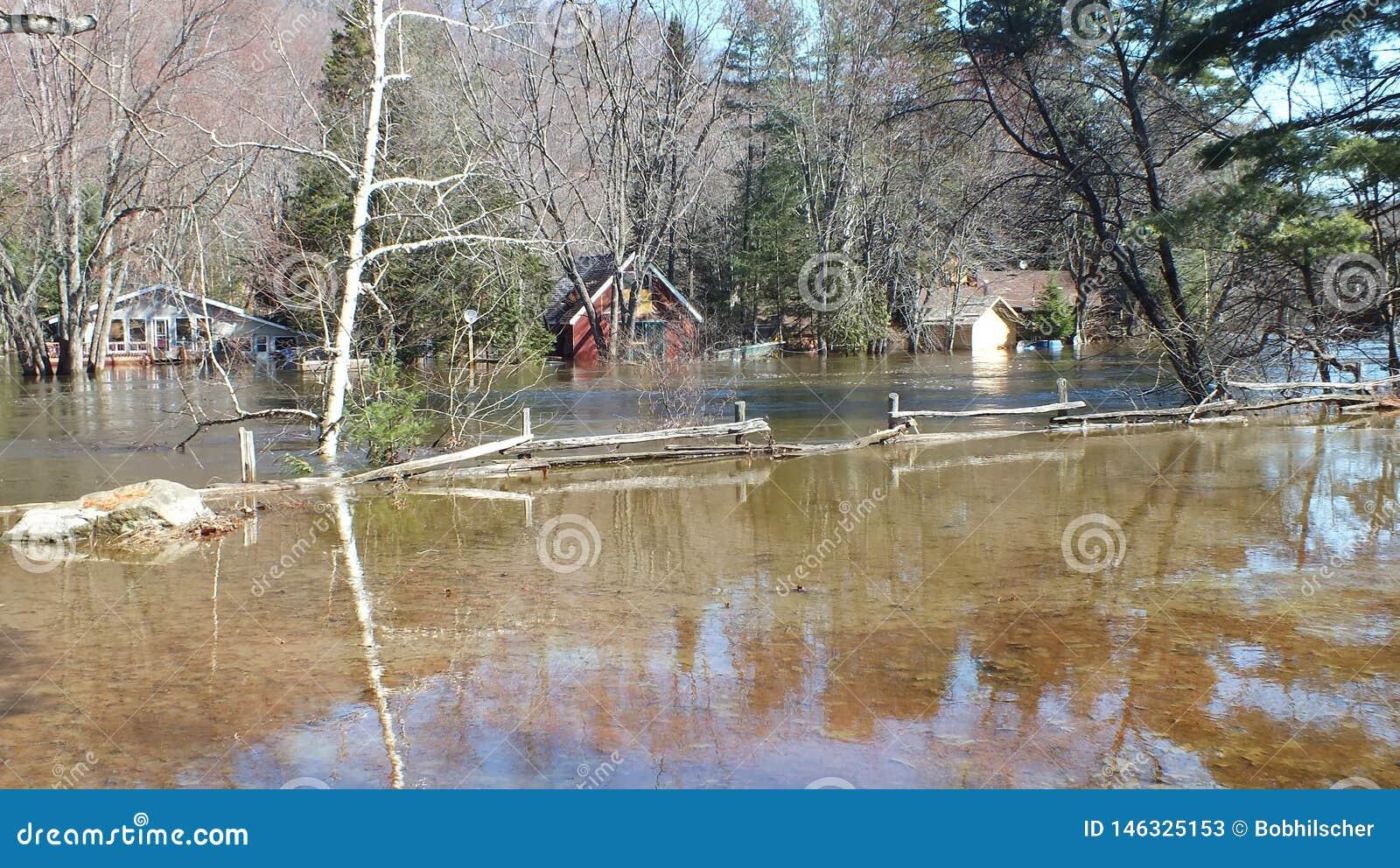 V?rflod i Huntsville, Ontario, 2013