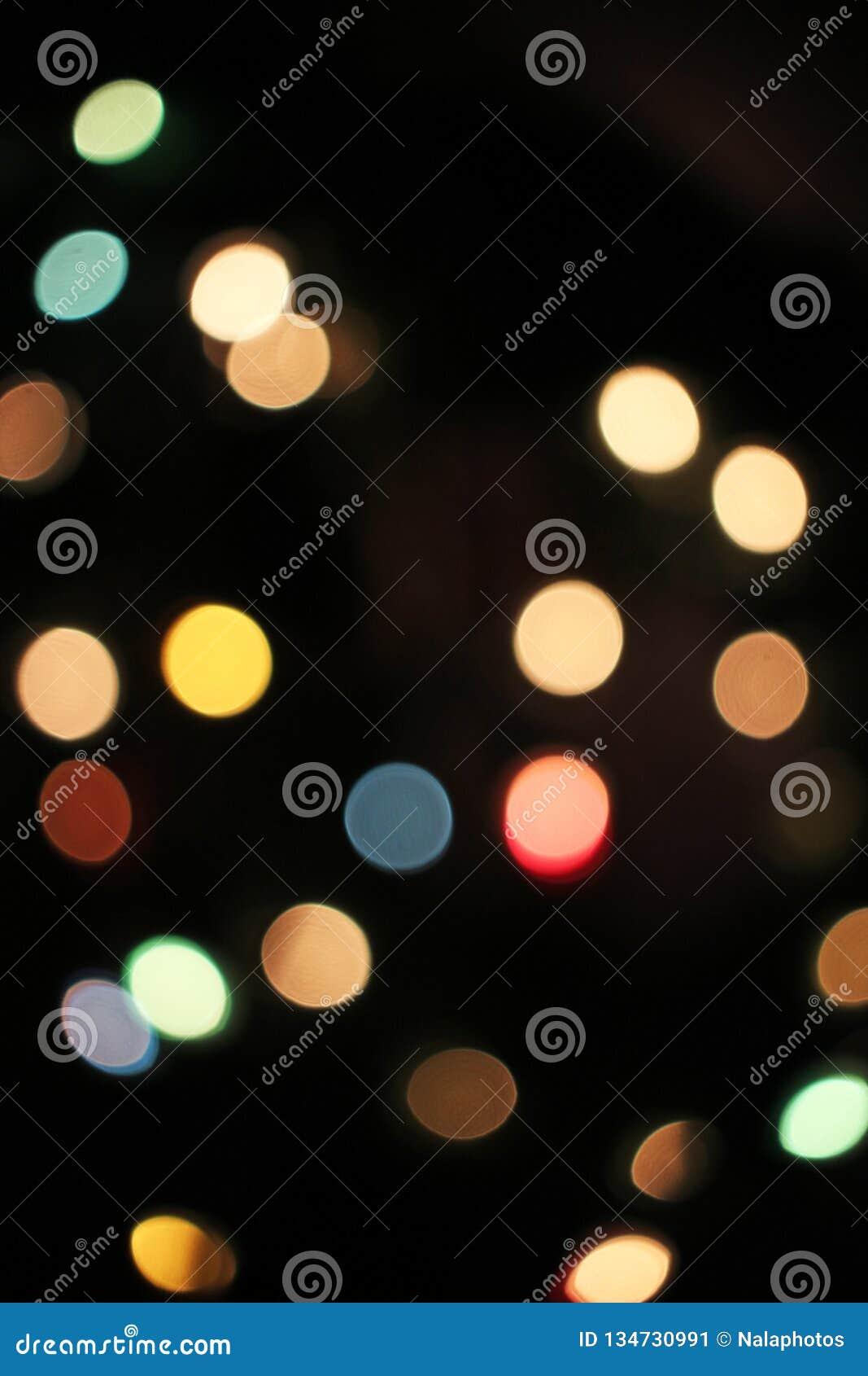 Vaag defocused achtergrond van Kerstmis de lichte lichten bokeh Kleurrijk rood geel blauwgroen DE geconcentreerd schitterend patr