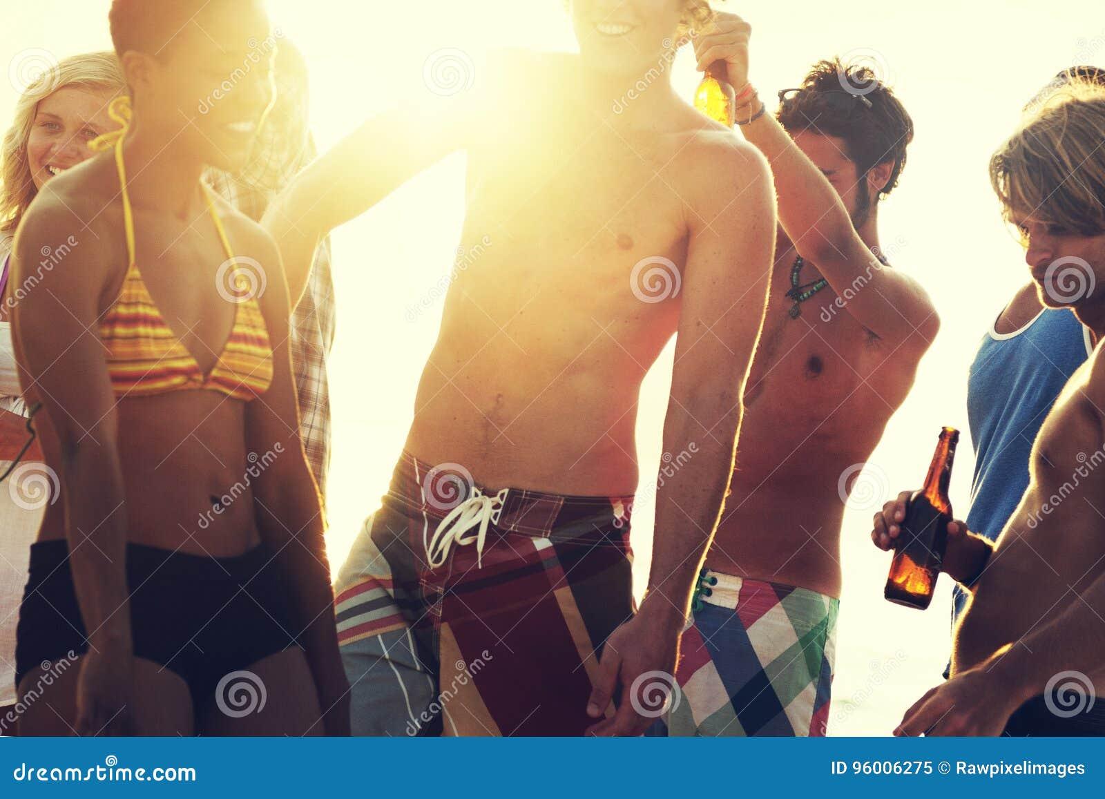 Vacaciones de la playa que disfrutan de concepto de la relajación del día de fiesta