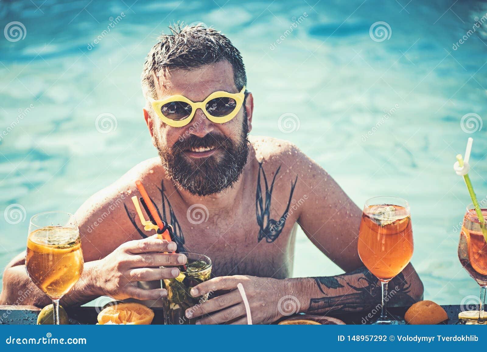 Vacances d ?t? chez Miami Beach ou les Maldives R?ception au bord de la piscine, vitamine et suivre un r?gime Natation d homme et