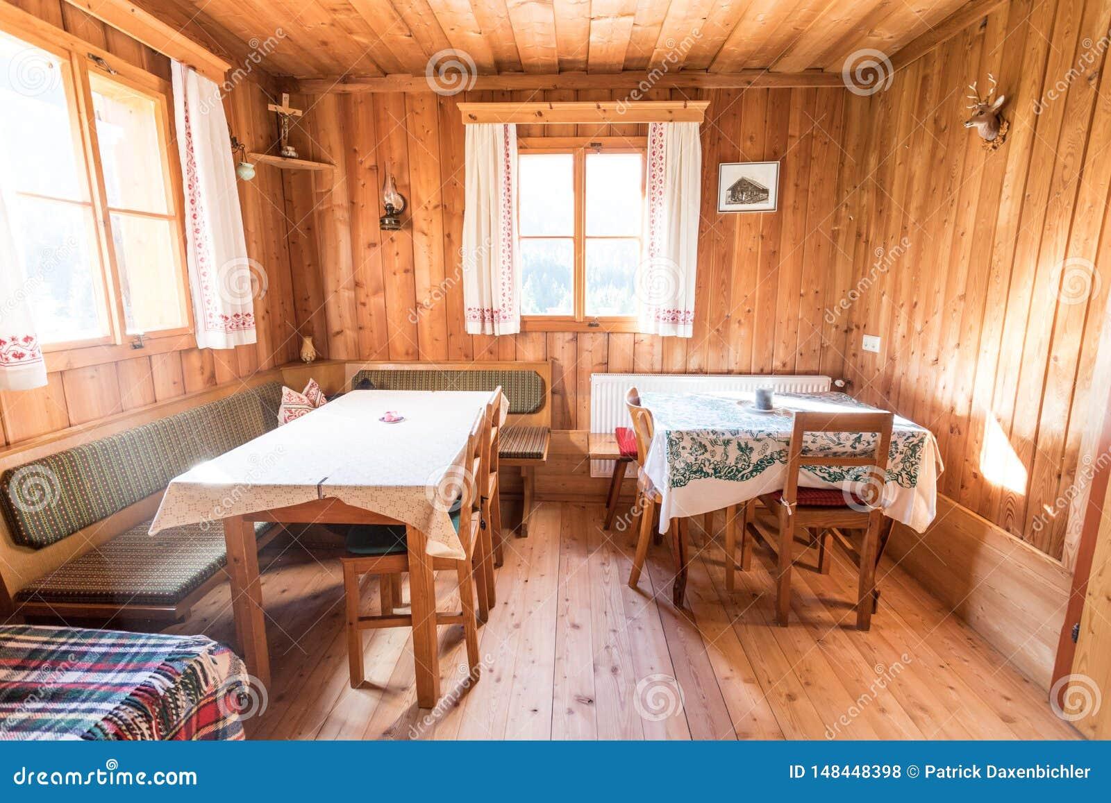 Mobilier Pour Chalet Montagne vacances en montagne : intérieur rustique en bois ancien d