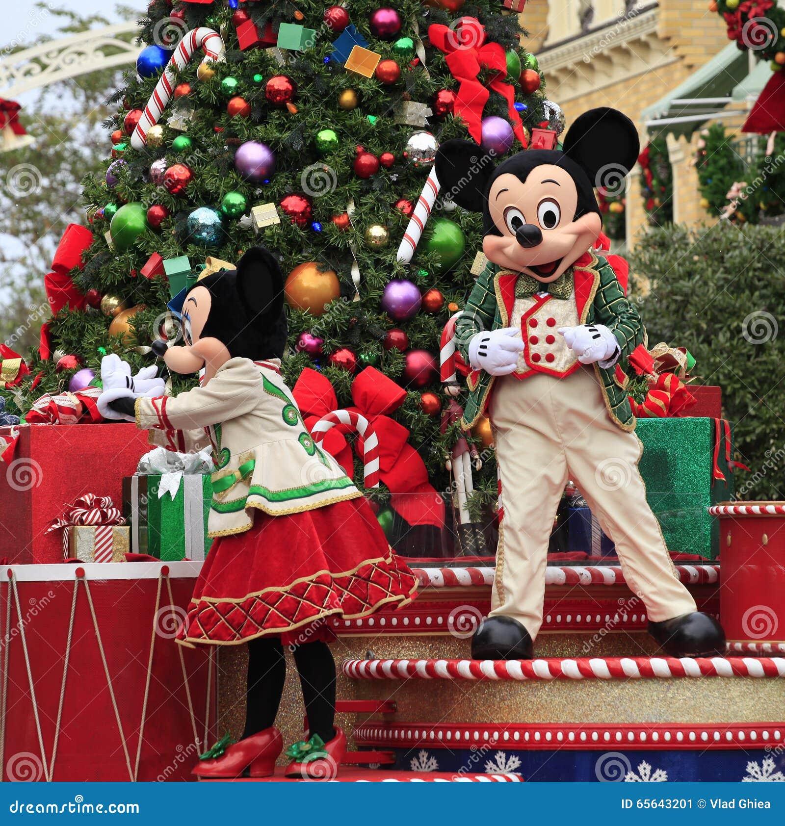 Vacances Mickey et Minnie Mouse sur le défilé de Noël