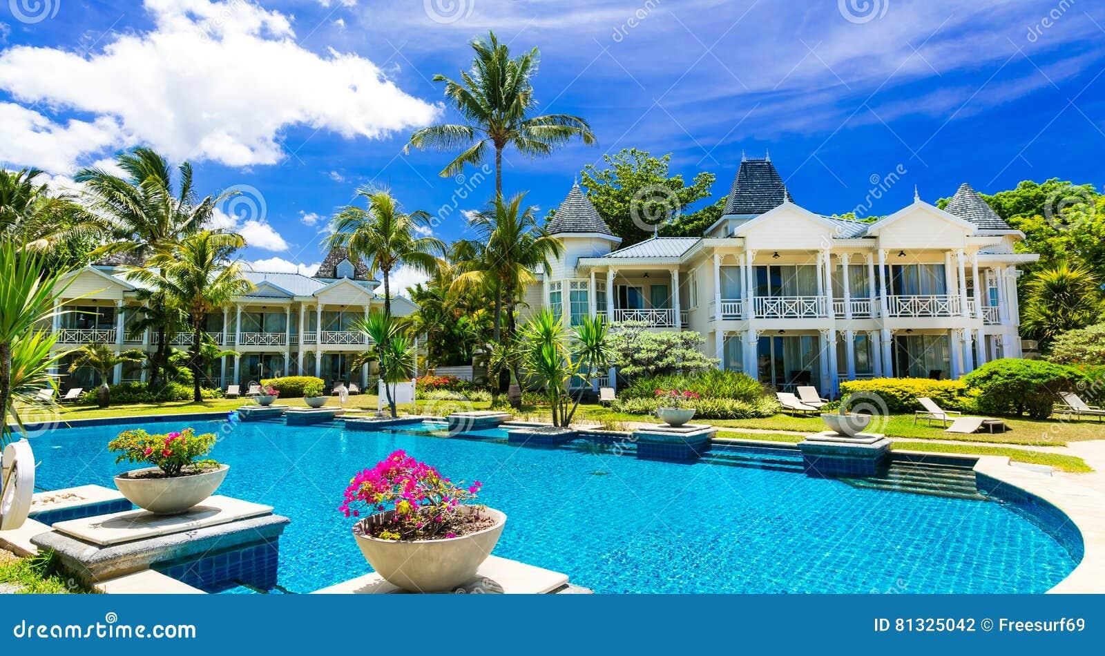 Vacances tropicales Lieu de villégiature luxueux avec la piscine magnifique M