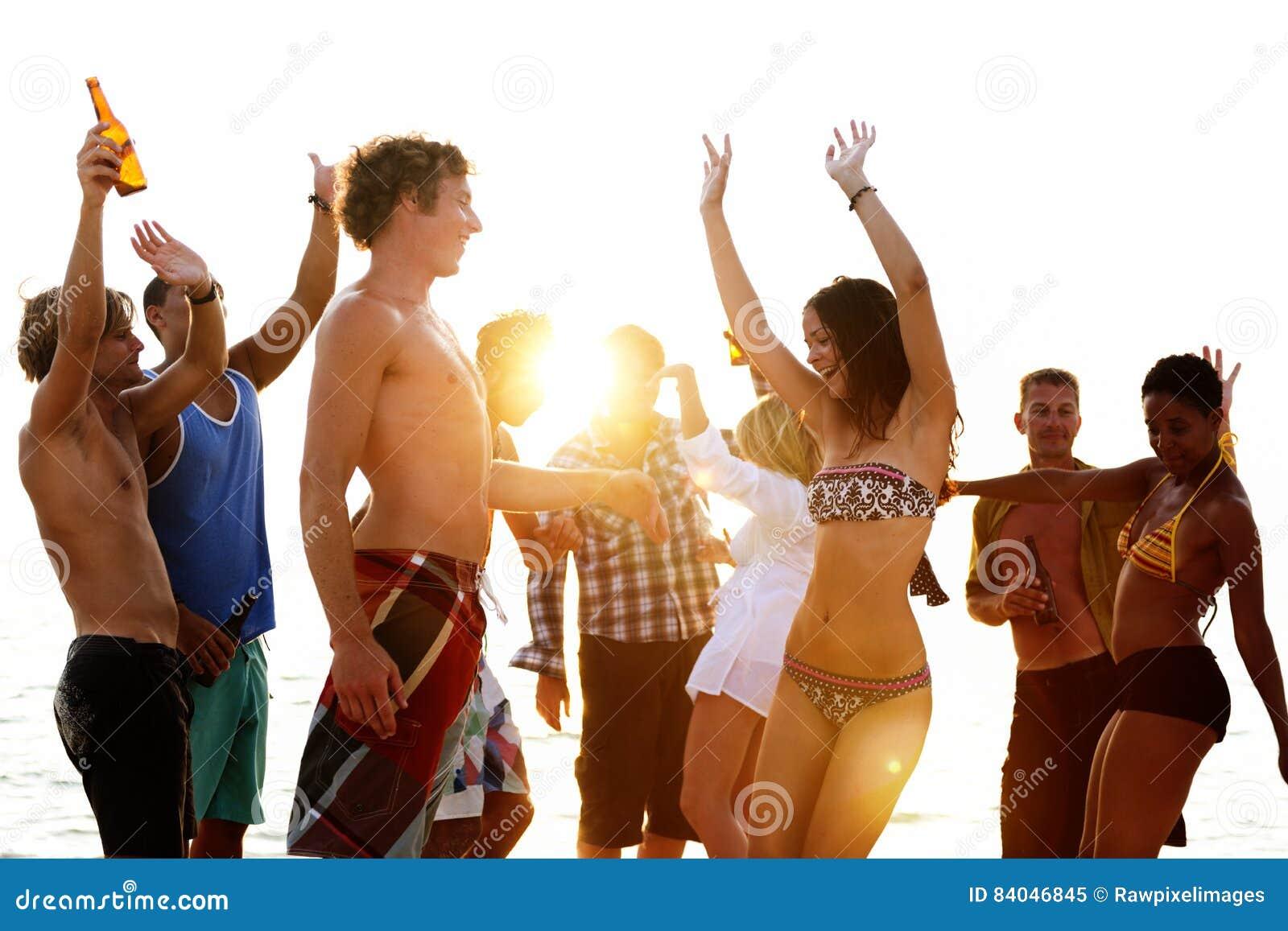 Vacanza della spiaggia che gode del concetto di rilassamento di festa