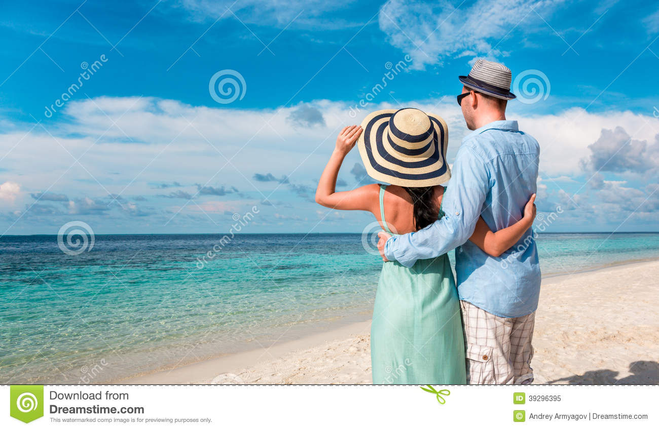 how to have a romantic walk on the beach
