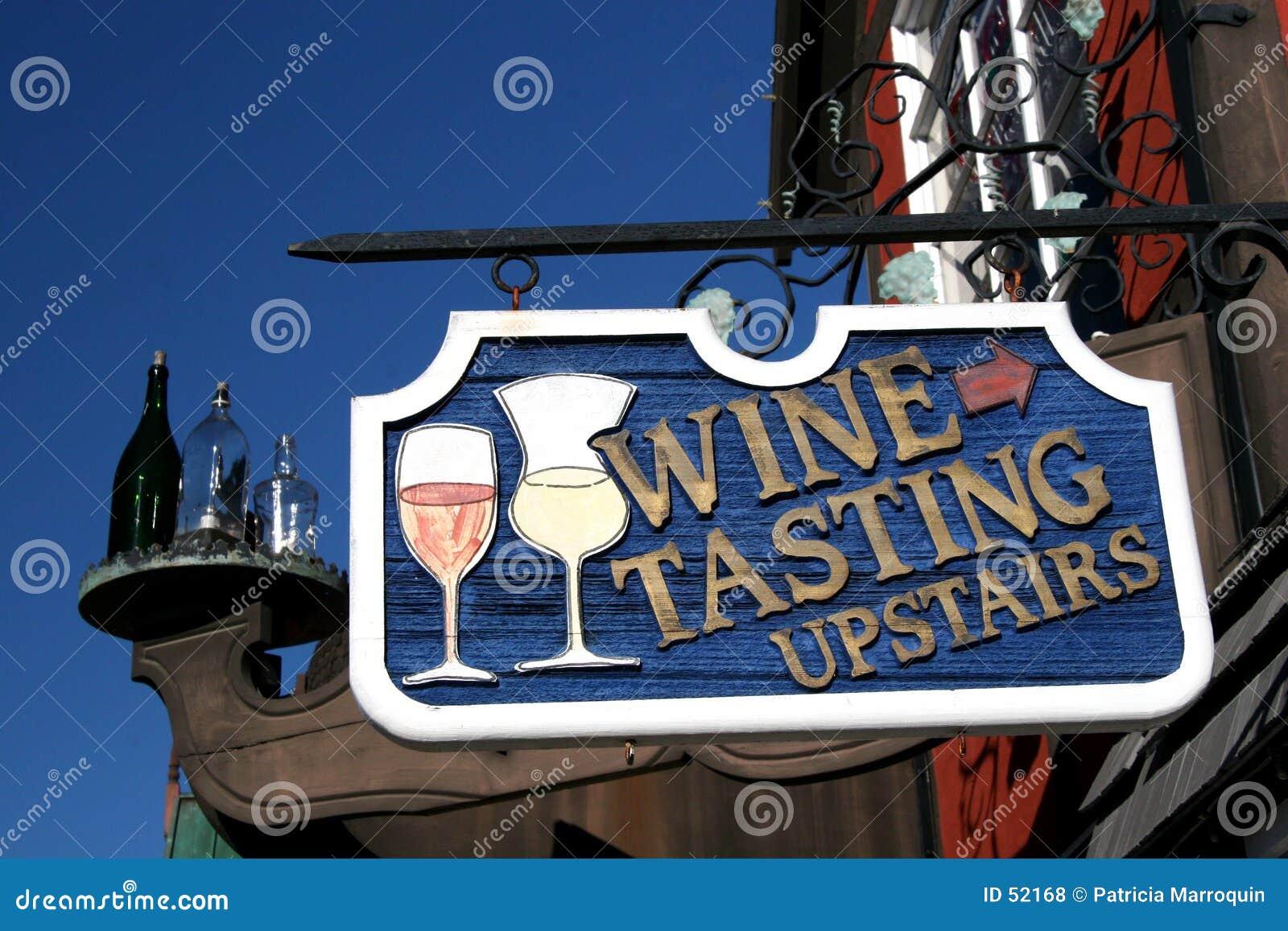 Vada in su per l assaggio di vino
