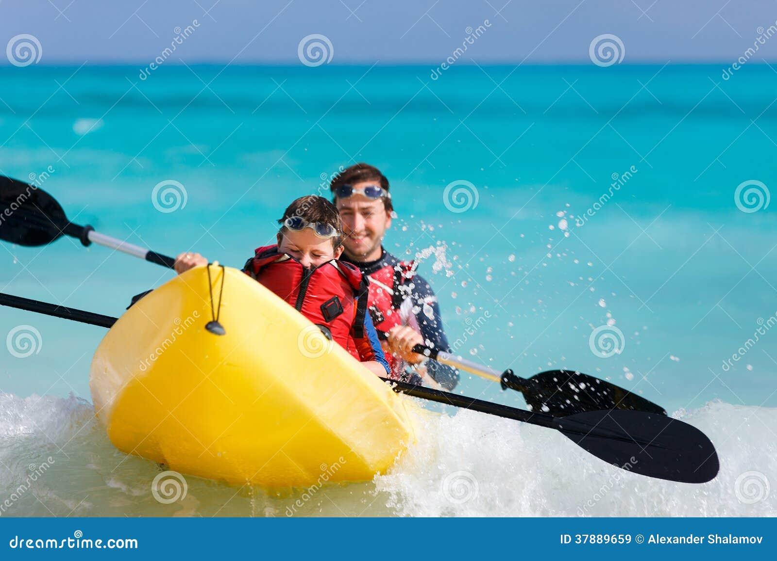 Vader en zoons het kayaking