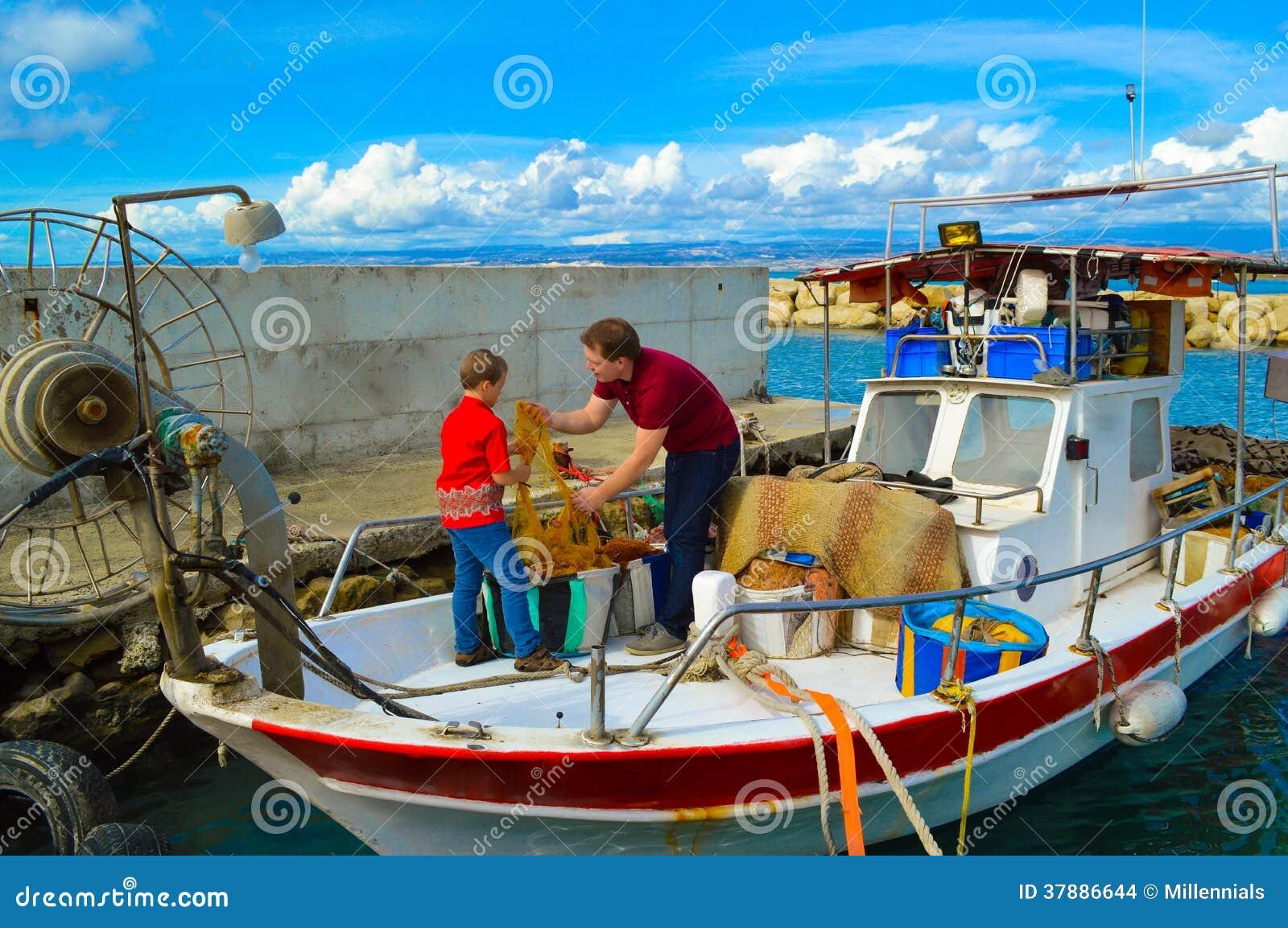 Vader en zoons schoonmakend visnet