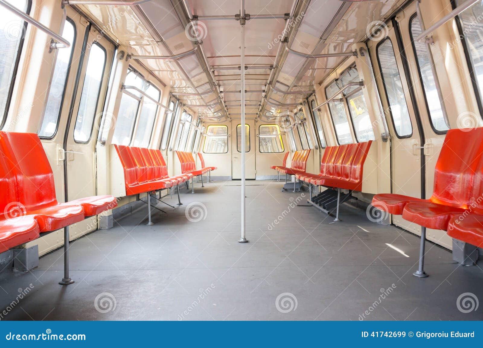 Vagão vazio do metro