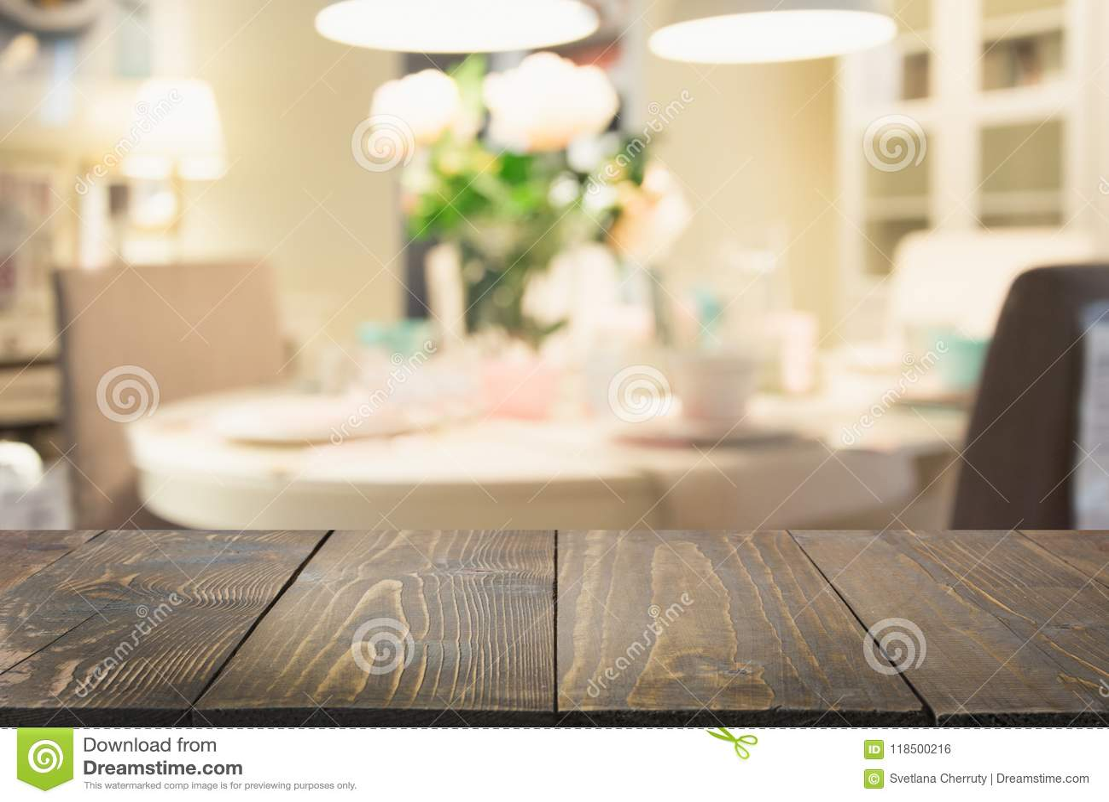 Vage achtergrond Modern defocused pastelkleurkeuken of koffie met tafelblad en ruimte voor u
