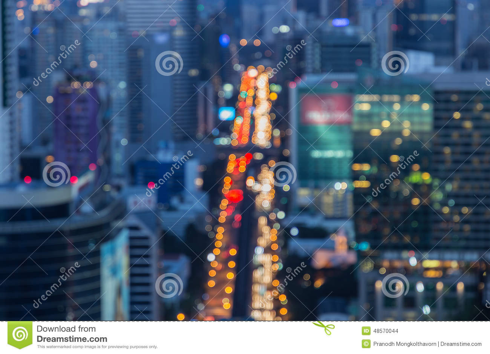 Vage Grote de Stadslichten van Defocused van Zwaar Verkeer bij Nacht