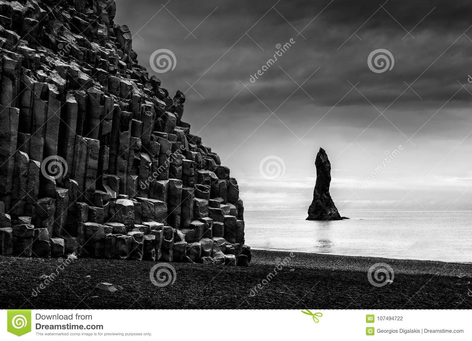 Vagga bildande i den Reynisfjara stranden & Reynisdrangar