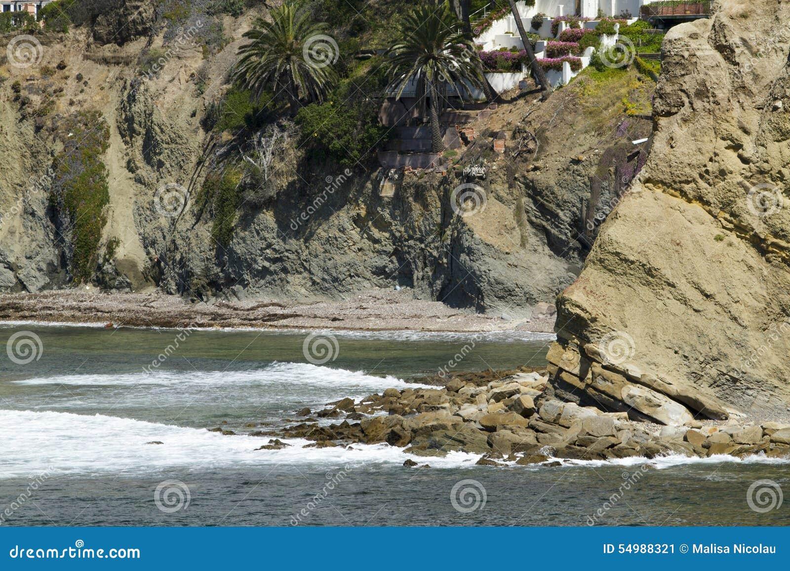 Vagga bildande på en liten vik på kusten
