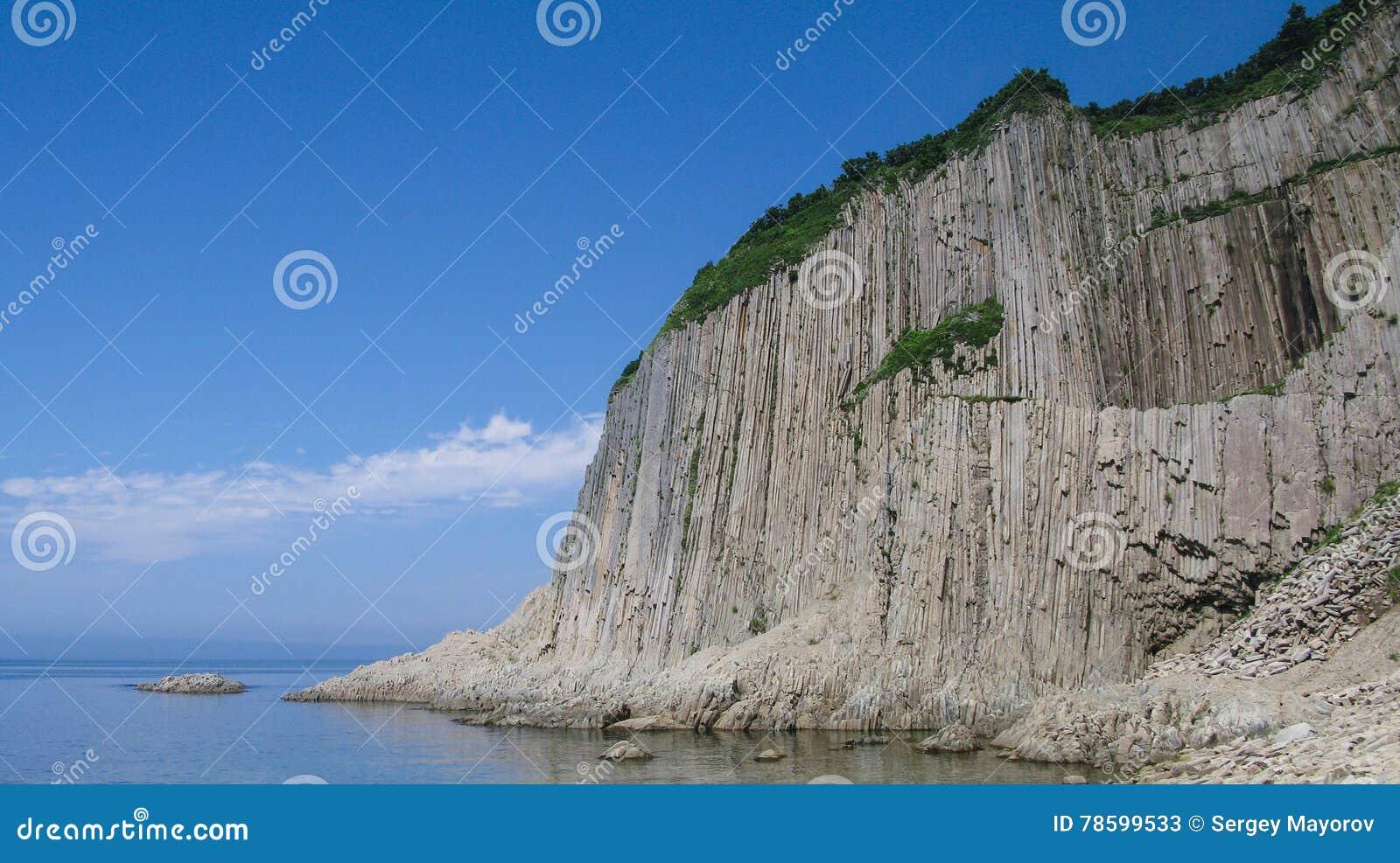 Vaggar av Stolbchaty udde i Kunashir, kuril öar