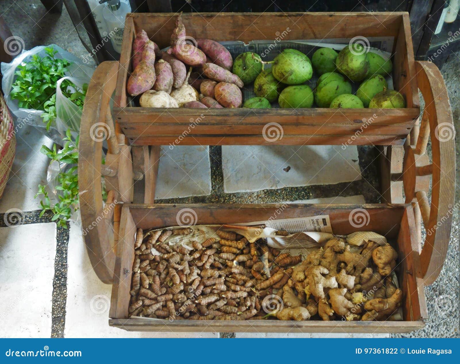 Vagn av frukter och grönsaker