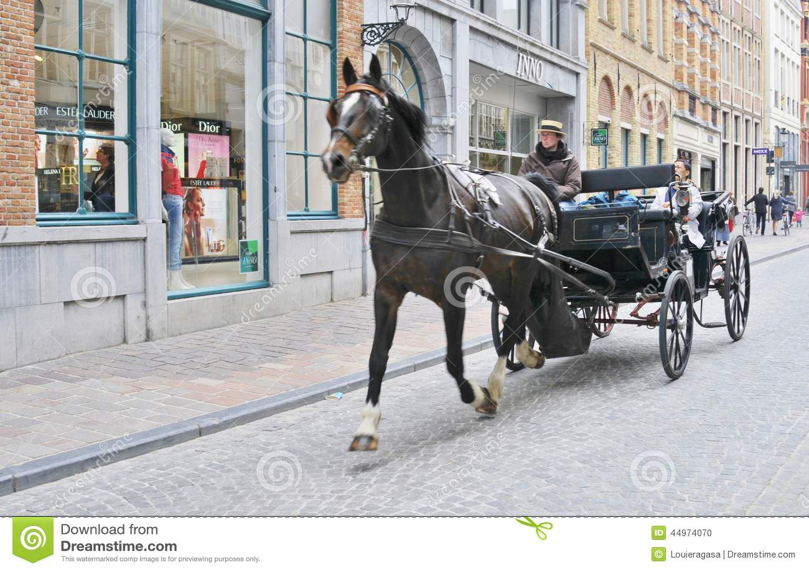 Vagn tecknad häst