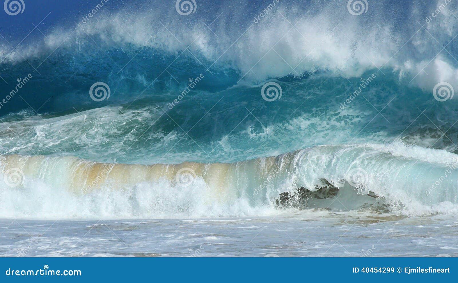 Vagues se brisantes, plage sablonneuse, Hawaï