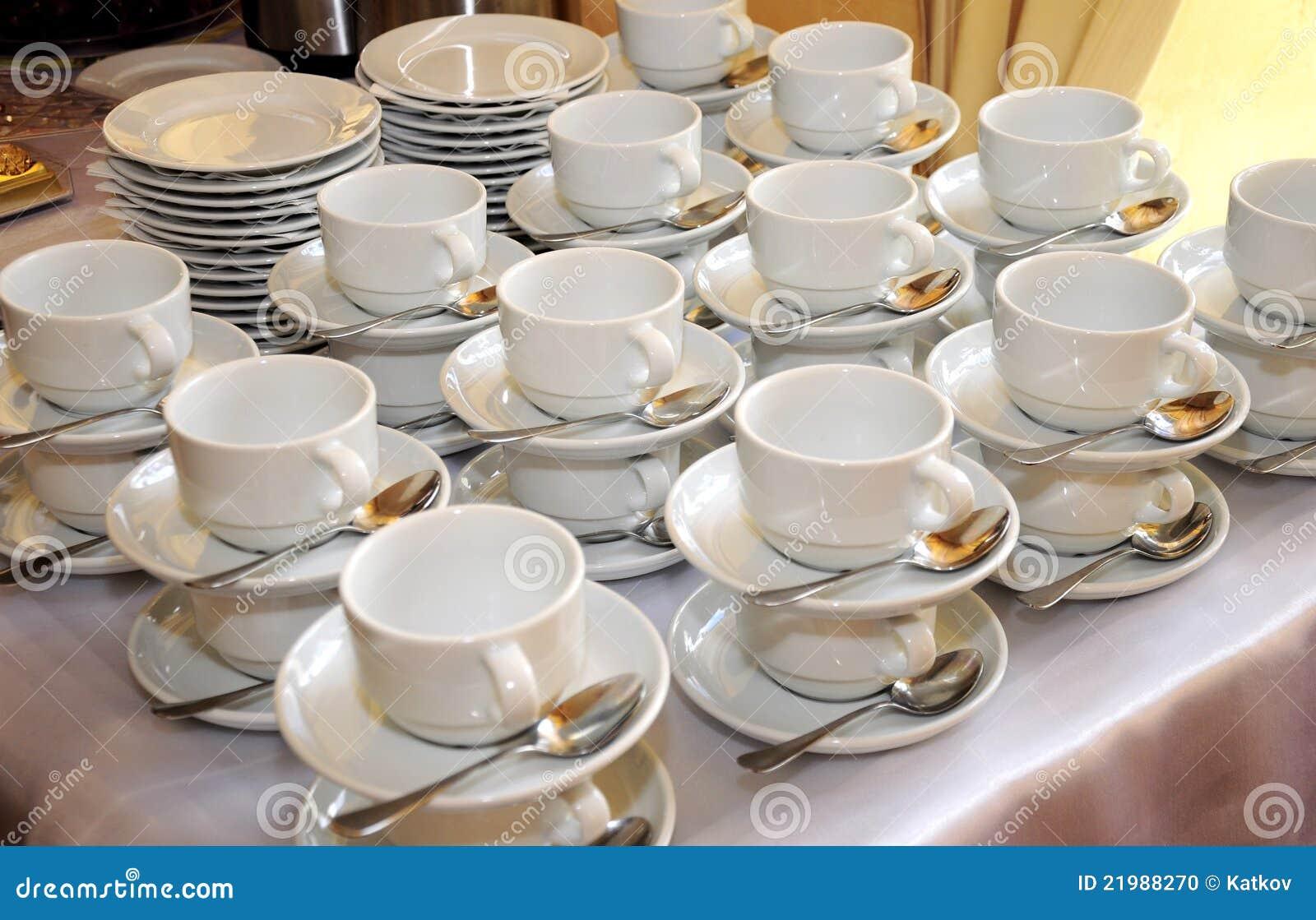 Vaisselle blanche photo stock image 21988270 for Vaisselle de restaurant