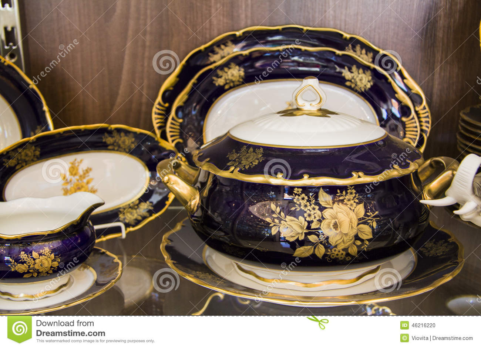 vaisselle de luxe photo stock image du d coratif mauve 46216220. Black Bedroom Furniture Sets. Home Design Ideas