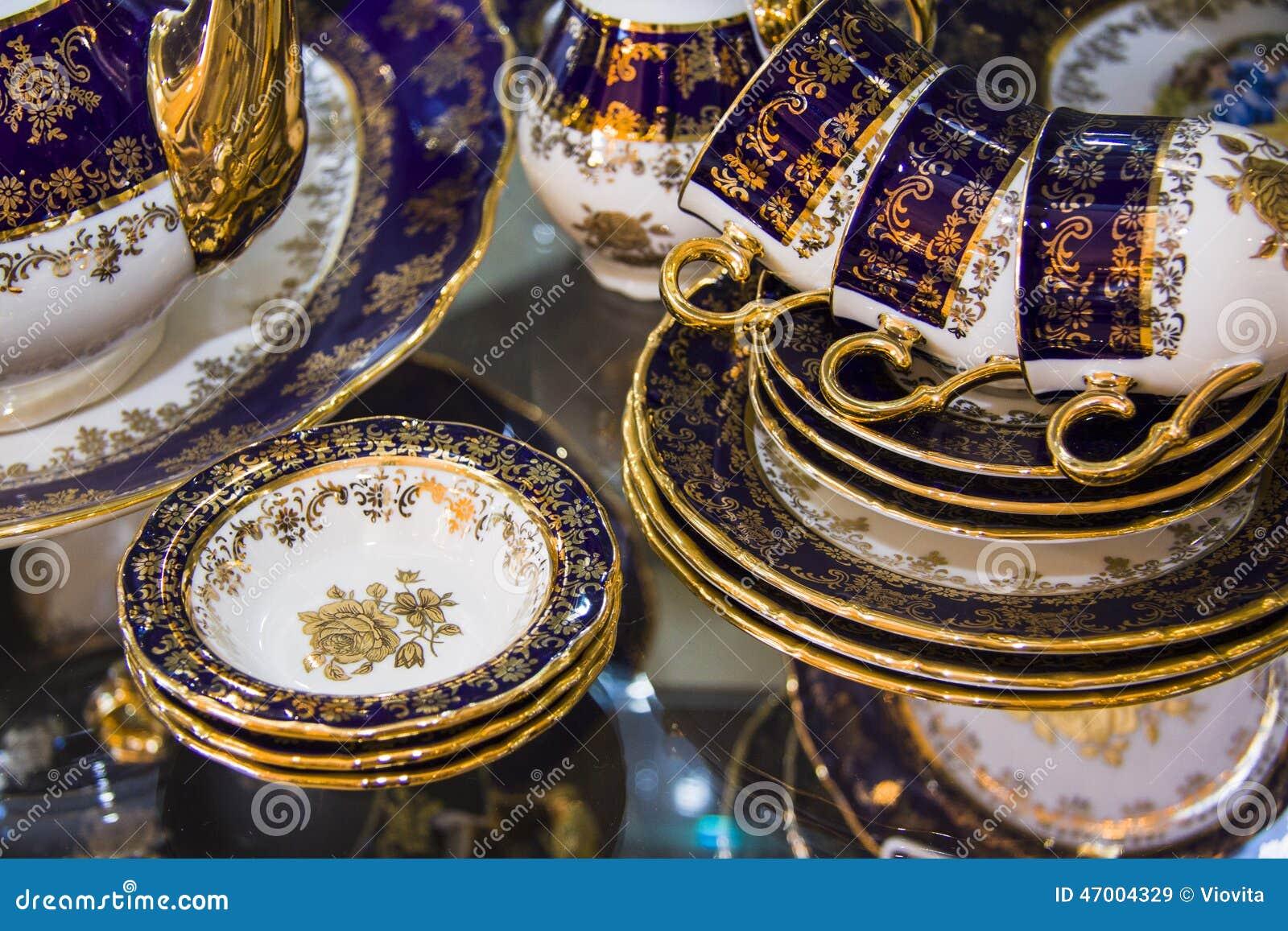 Vaisselle de luxe de porcelaine photo stock image 47004329 - Vaisselle de porcelaine ...