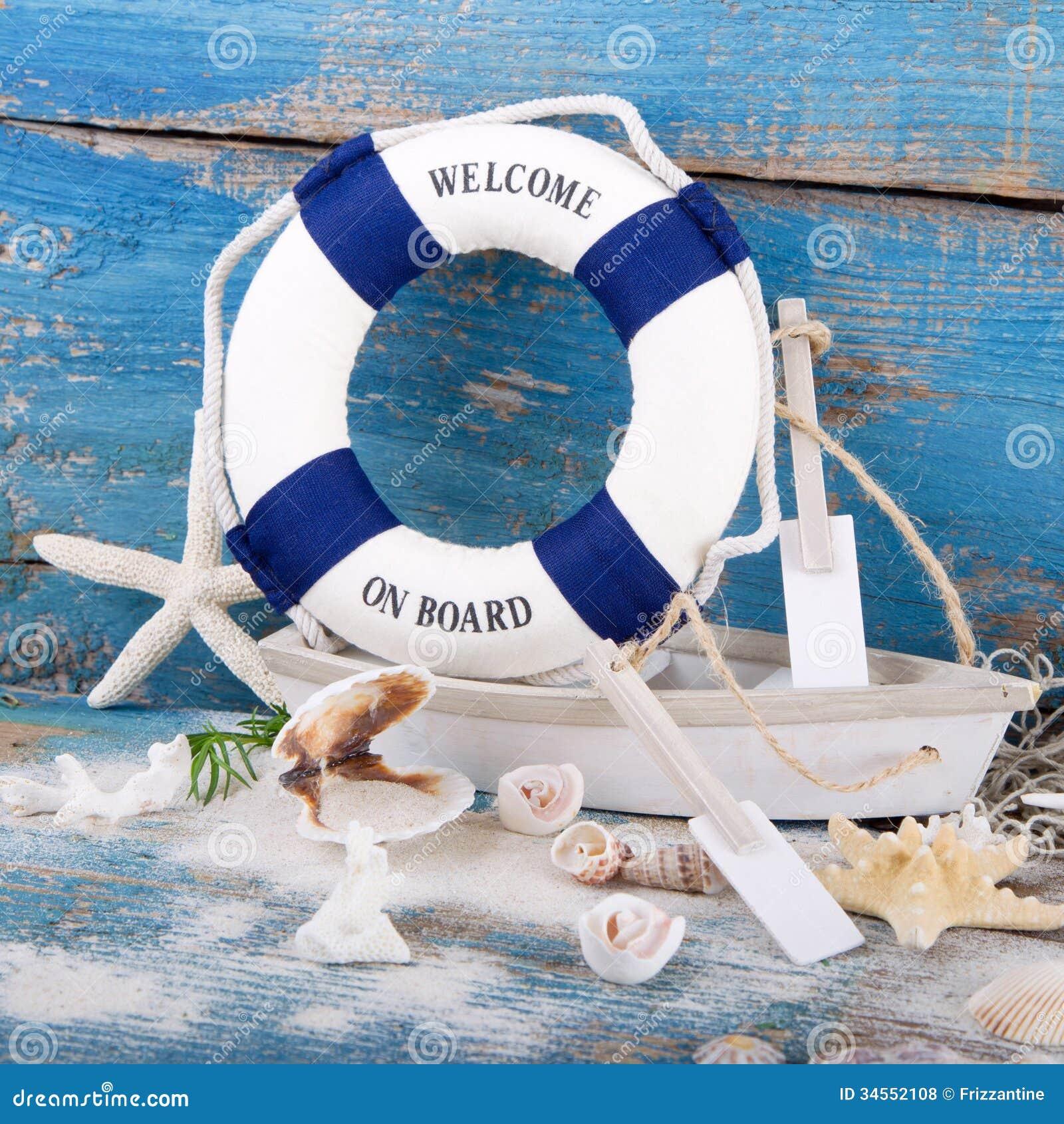 Vakantieconcept maritieme decoratie stuk speelgoed boot met een blauwe lif royalty vrije for Decoratie stuk om te leven