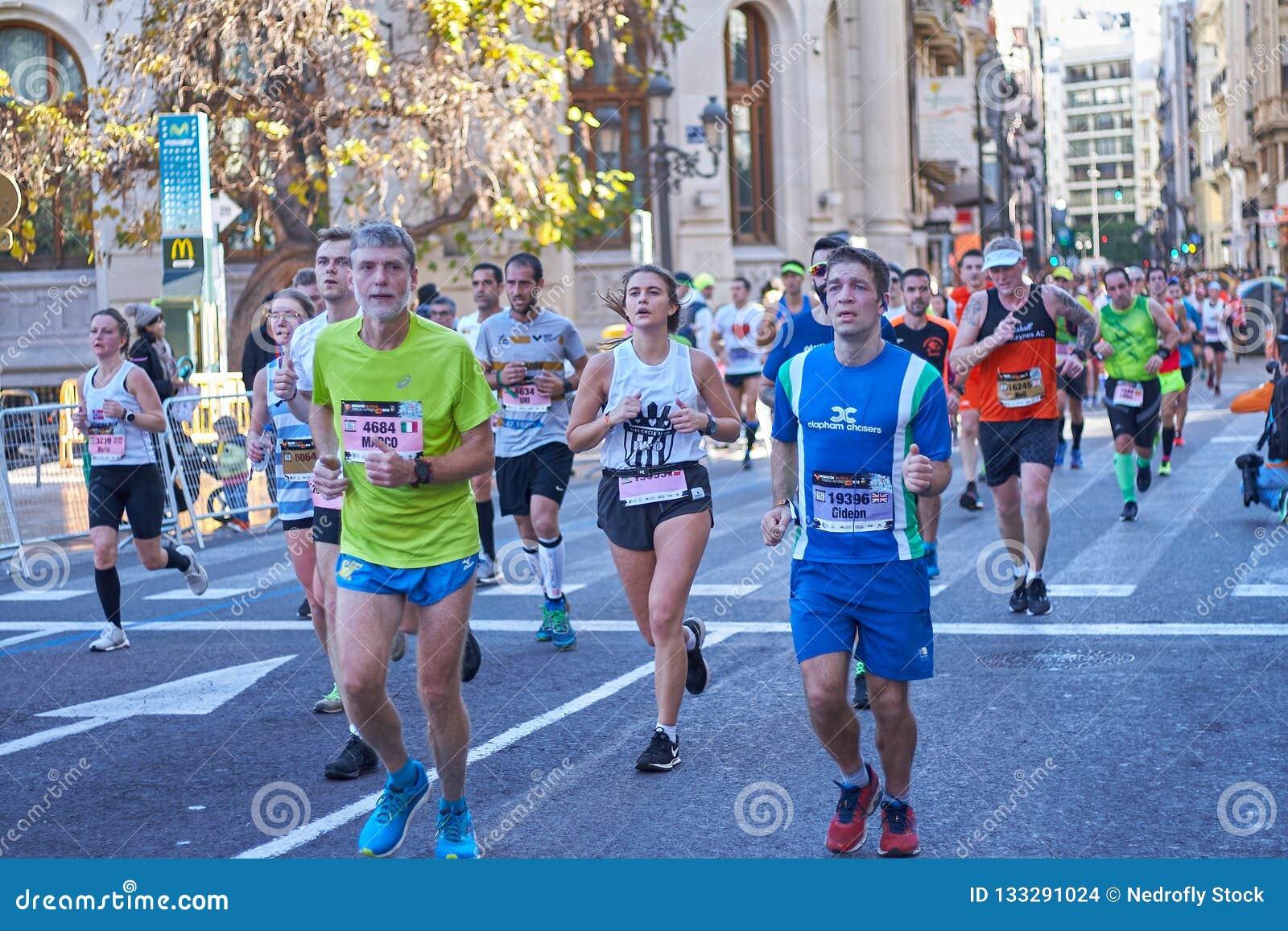 VALÊNCIA, ESPANHA - 2 DE DEZEMBRO: Os corredores competem no XXXVIII Valencia Marathon o 18 de dezembro de 2018 em Valência, Espa