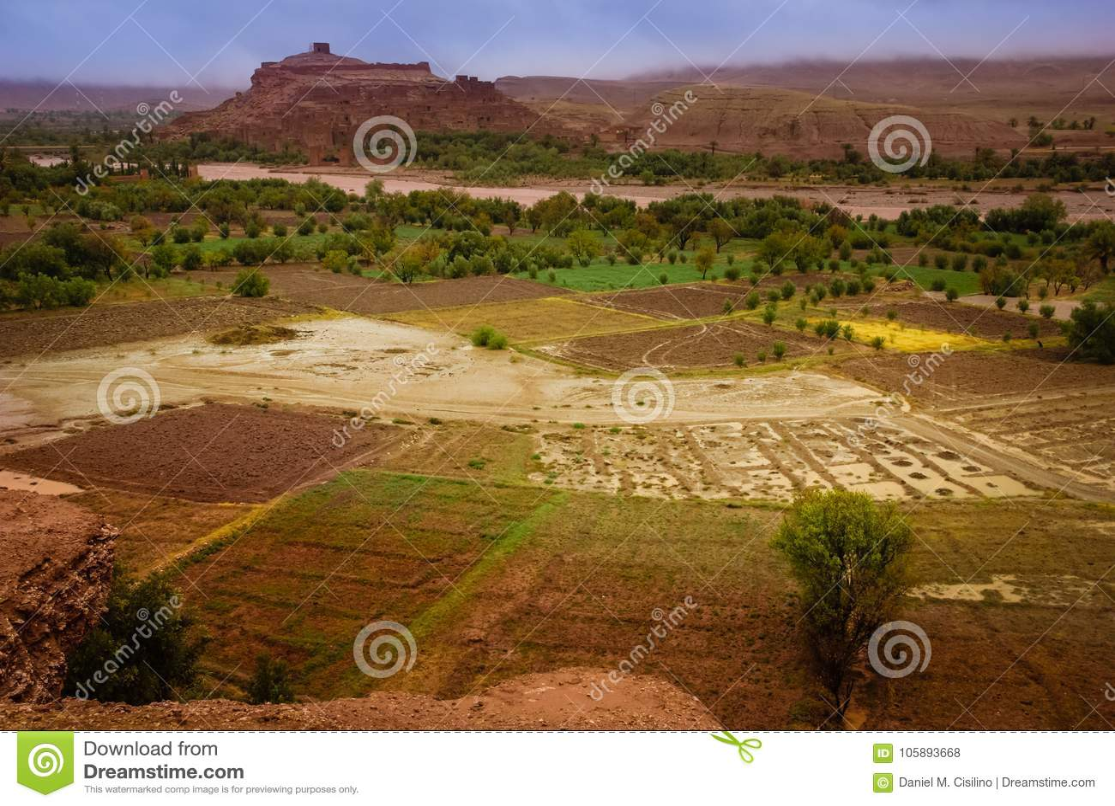 Vale do ounila de Asif Haddou de Kasbah AIT ben marrocos