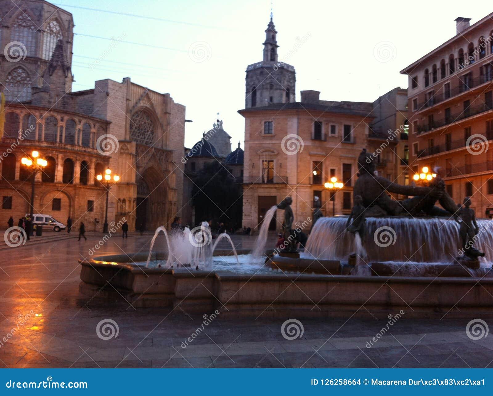 Valencia, ciudad natal Plaza de la Virgen