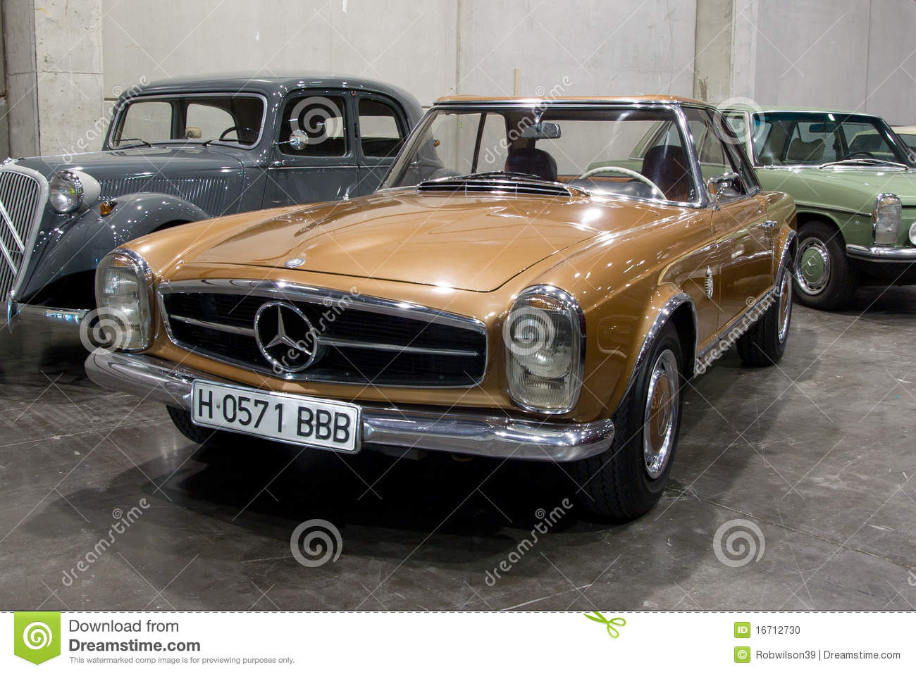 VALENCIA, SPAIN   OCTOBER 22: A 1967 Mercedes Benz 250 SL Pagoda  (California Version) Is On Display At The 2010 Motor Epoca Classic Car Show  On October 22, ...
