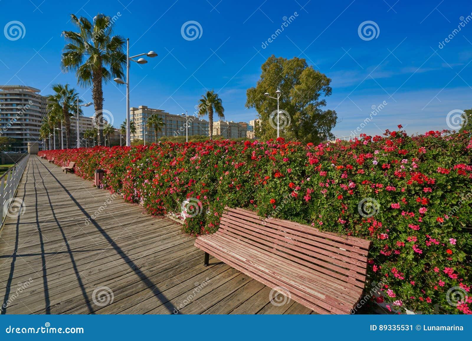 Valencia Puente de Las Flores fiorisce il ponte